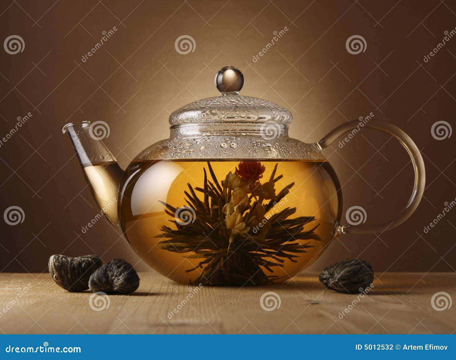 Teapot com chá chinês