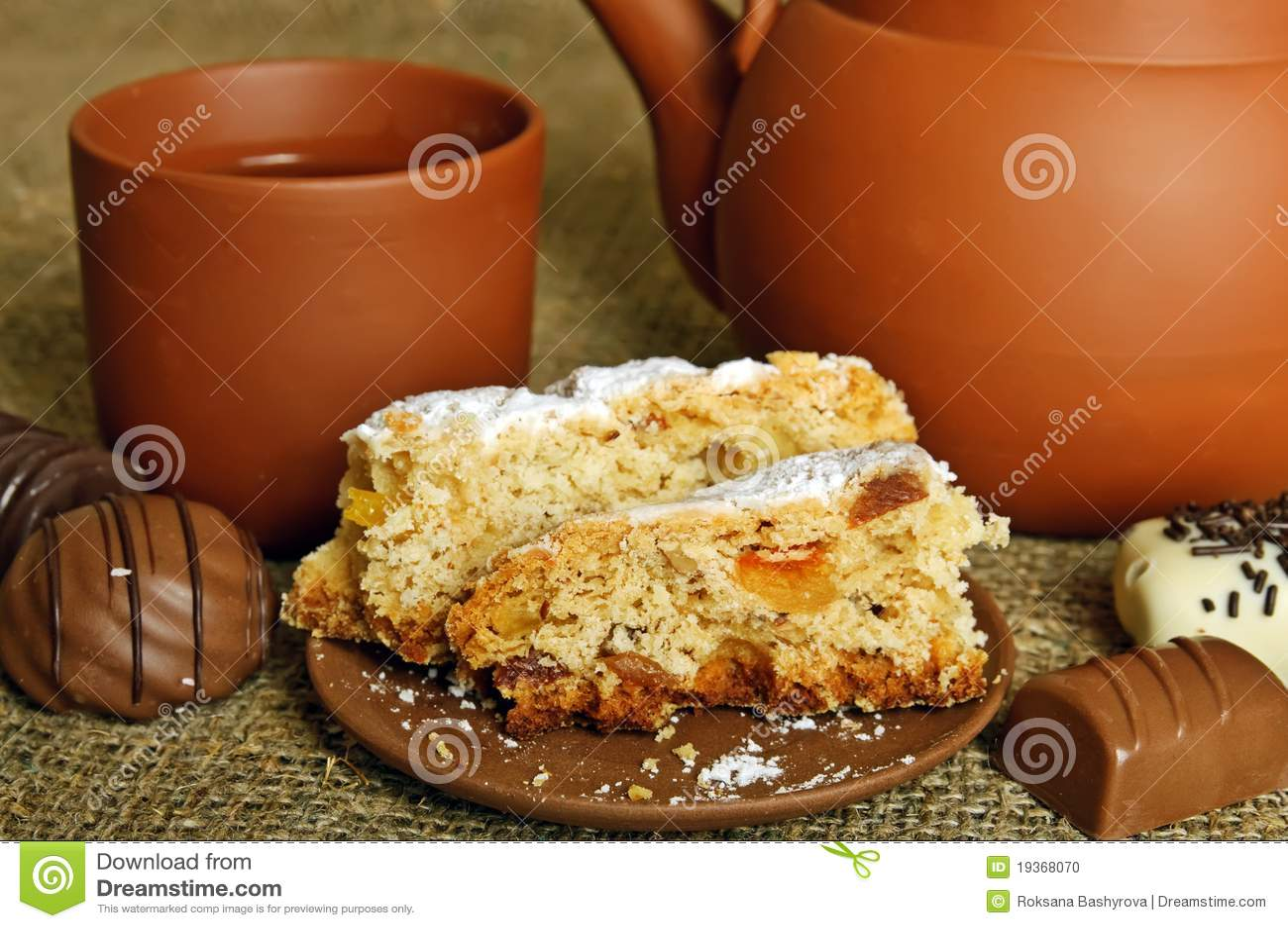 Teapot da argila com doces
