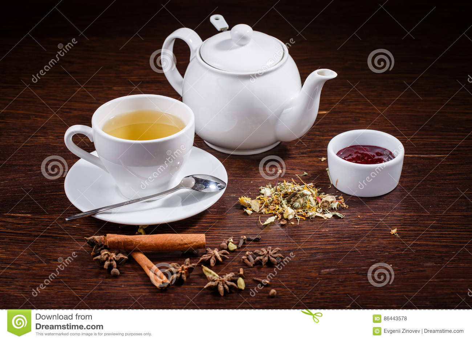 Teapot i filiżanka herbata