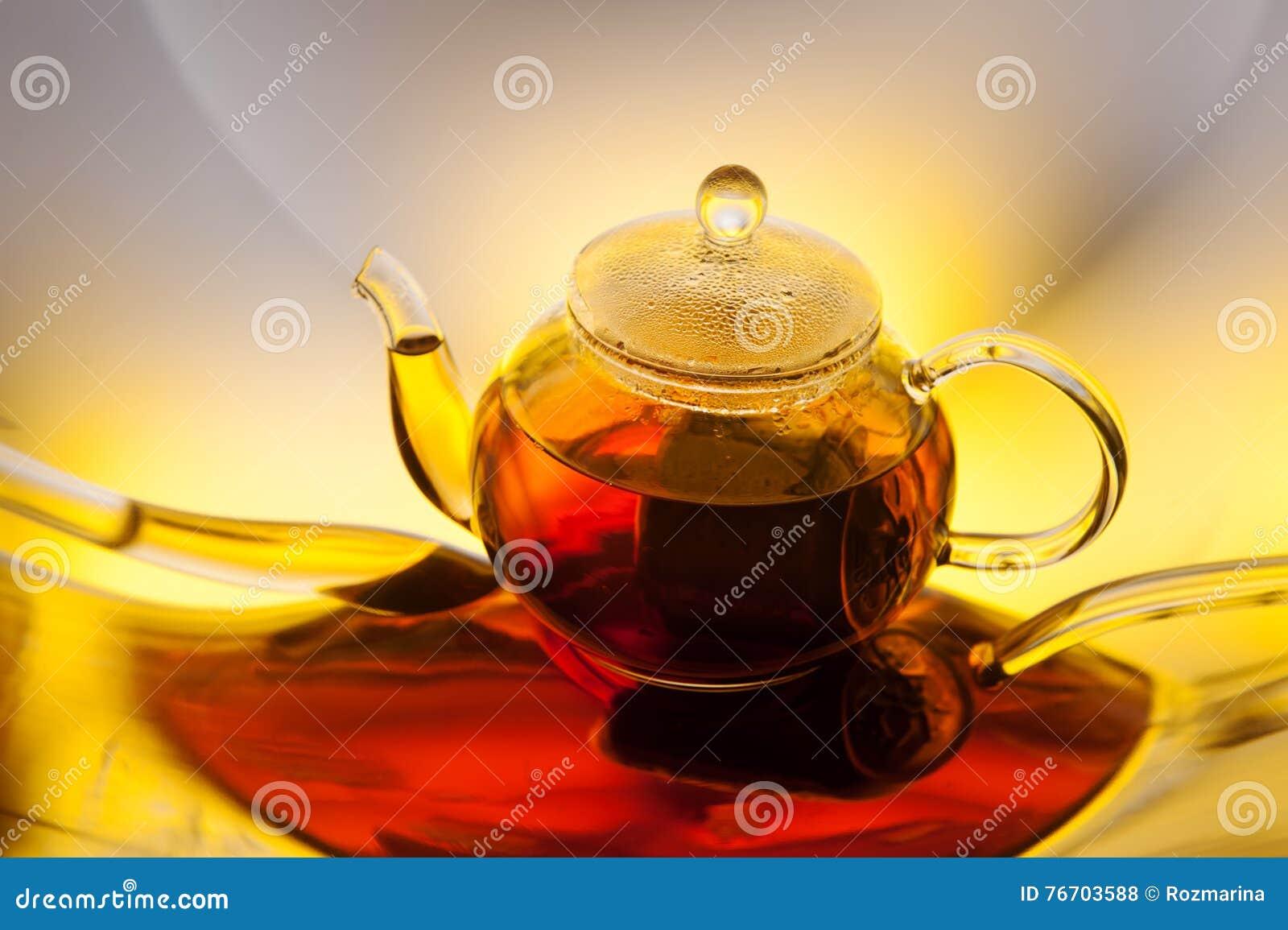 Teapot med tea