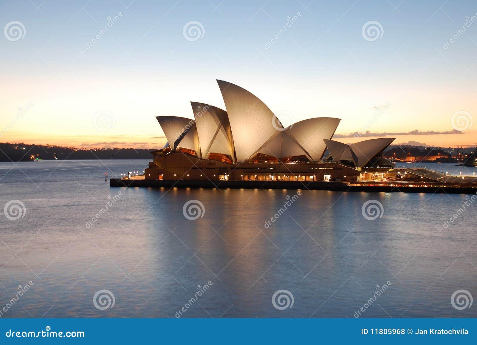 Teatro de la ópera de Sydney en la salida del sol