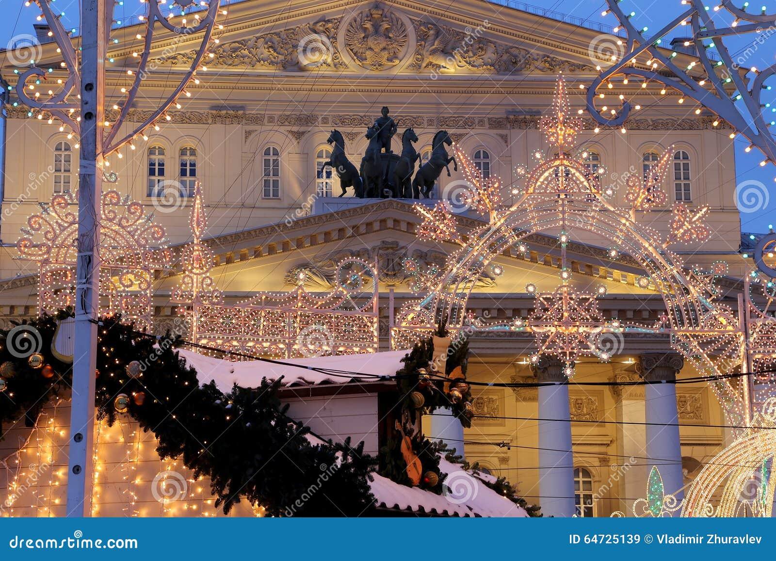 Teatro del teatro di Bolshoi (grande, grande o grande, Bolshoy anche compitato) si è illuminato al Natale alla notte Mosca, Russi