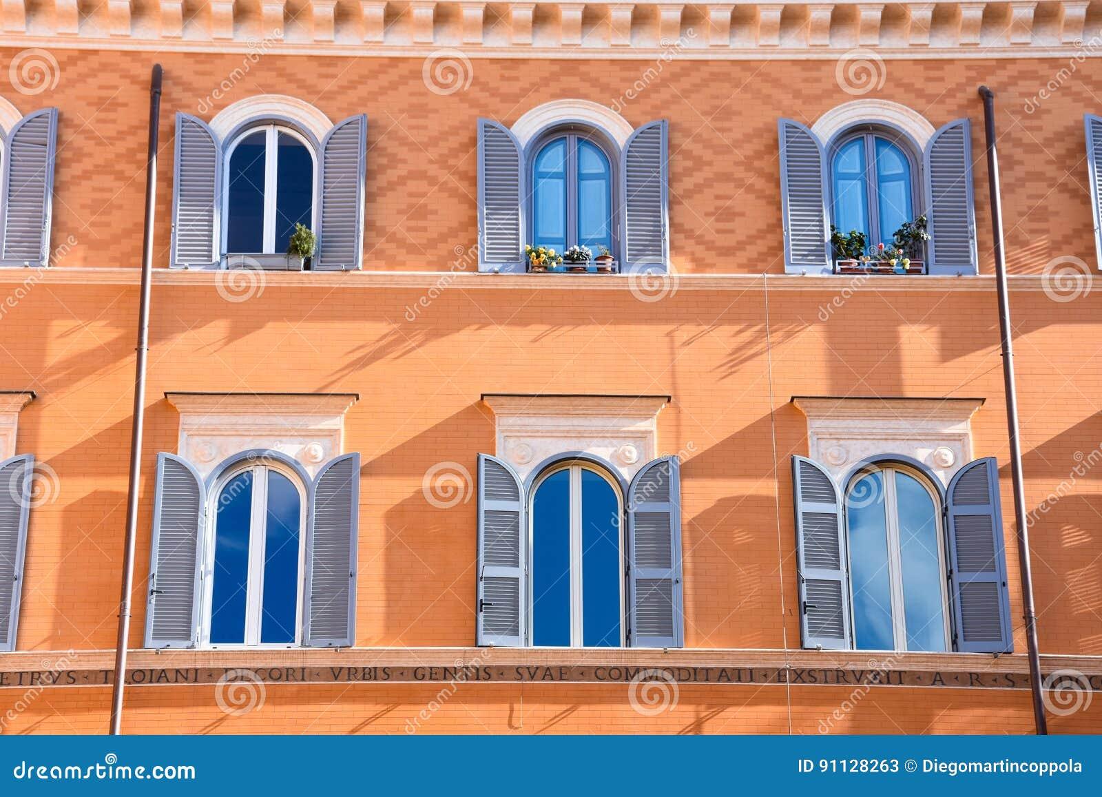 Teatro di Pompeo Квадрат строя цветастый фасад