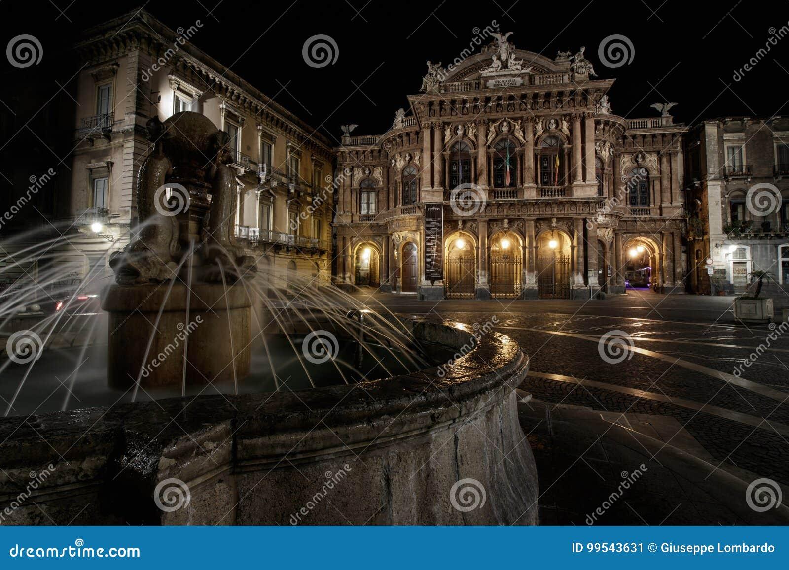 Teatro Massimo Bellini nocą