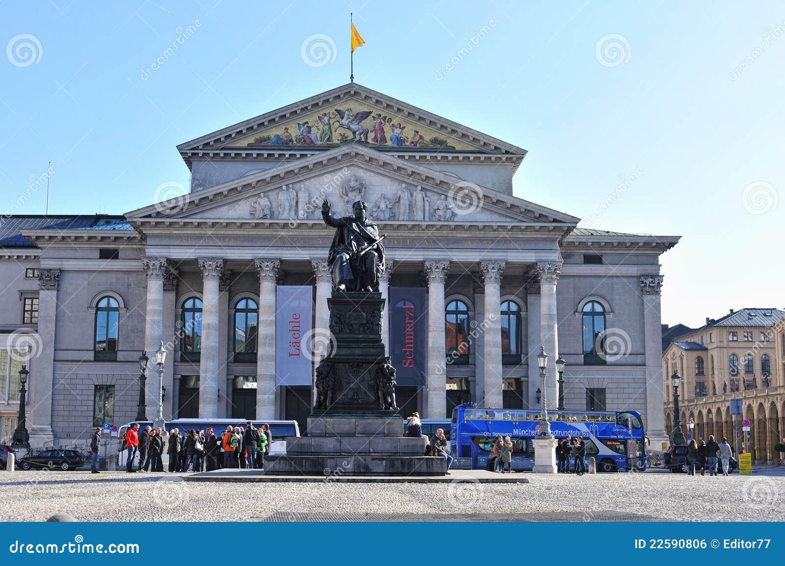 Teatro nacional de Munich foto editorial. Imagen de munich - 22590806