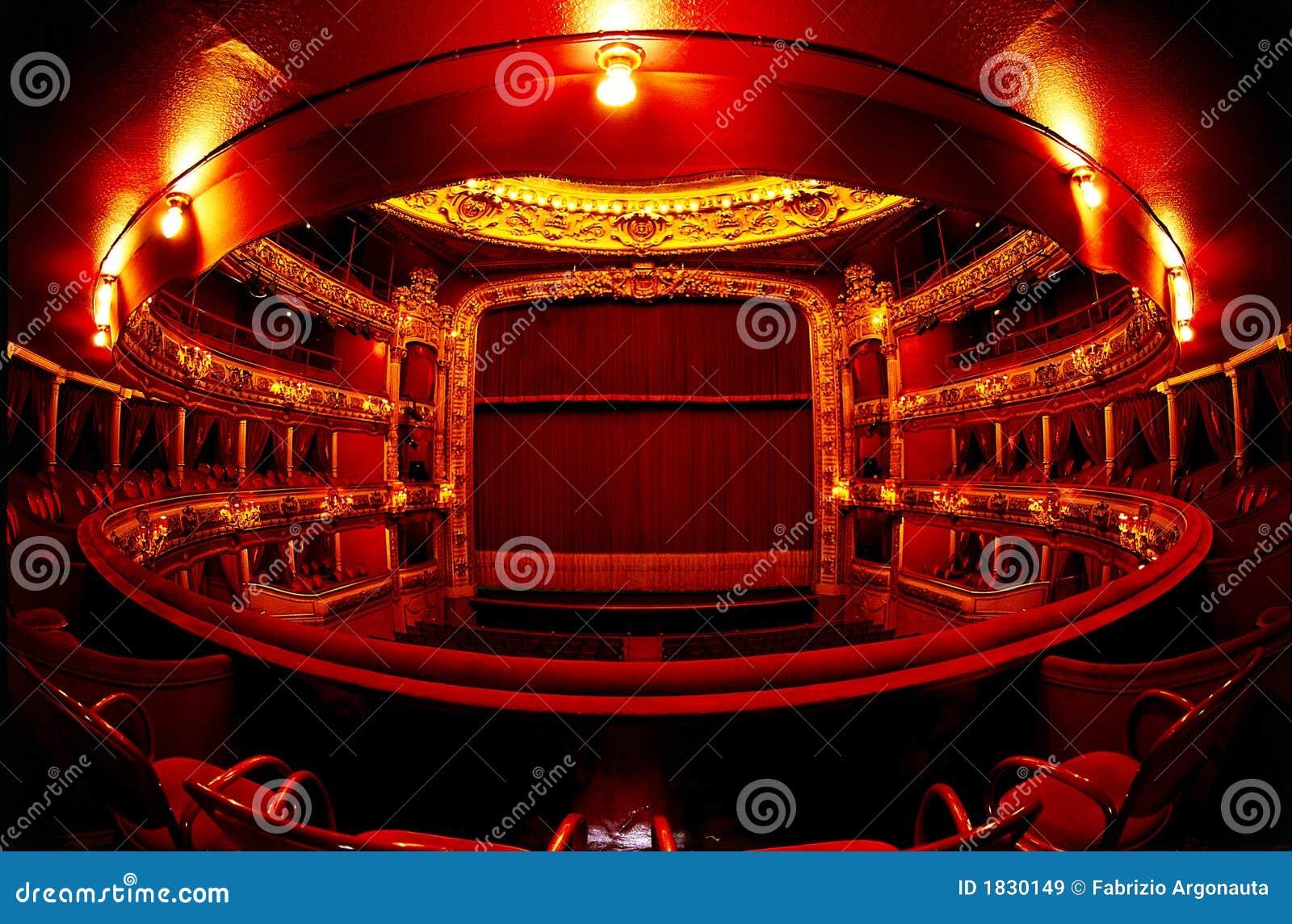 Teatro nel colore rosso