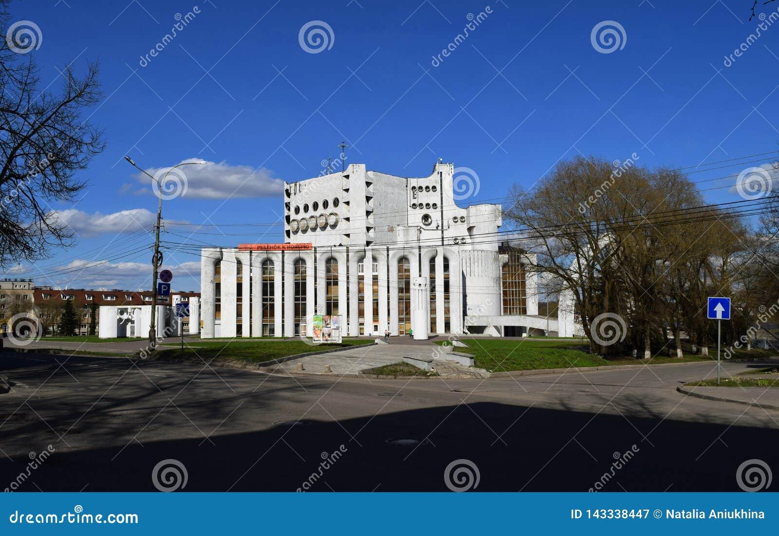 Teatro nombrado después de Fyodor Dostoevsky en el monumento de Veliky Novgorod Rusia de la arquitectura soviética
