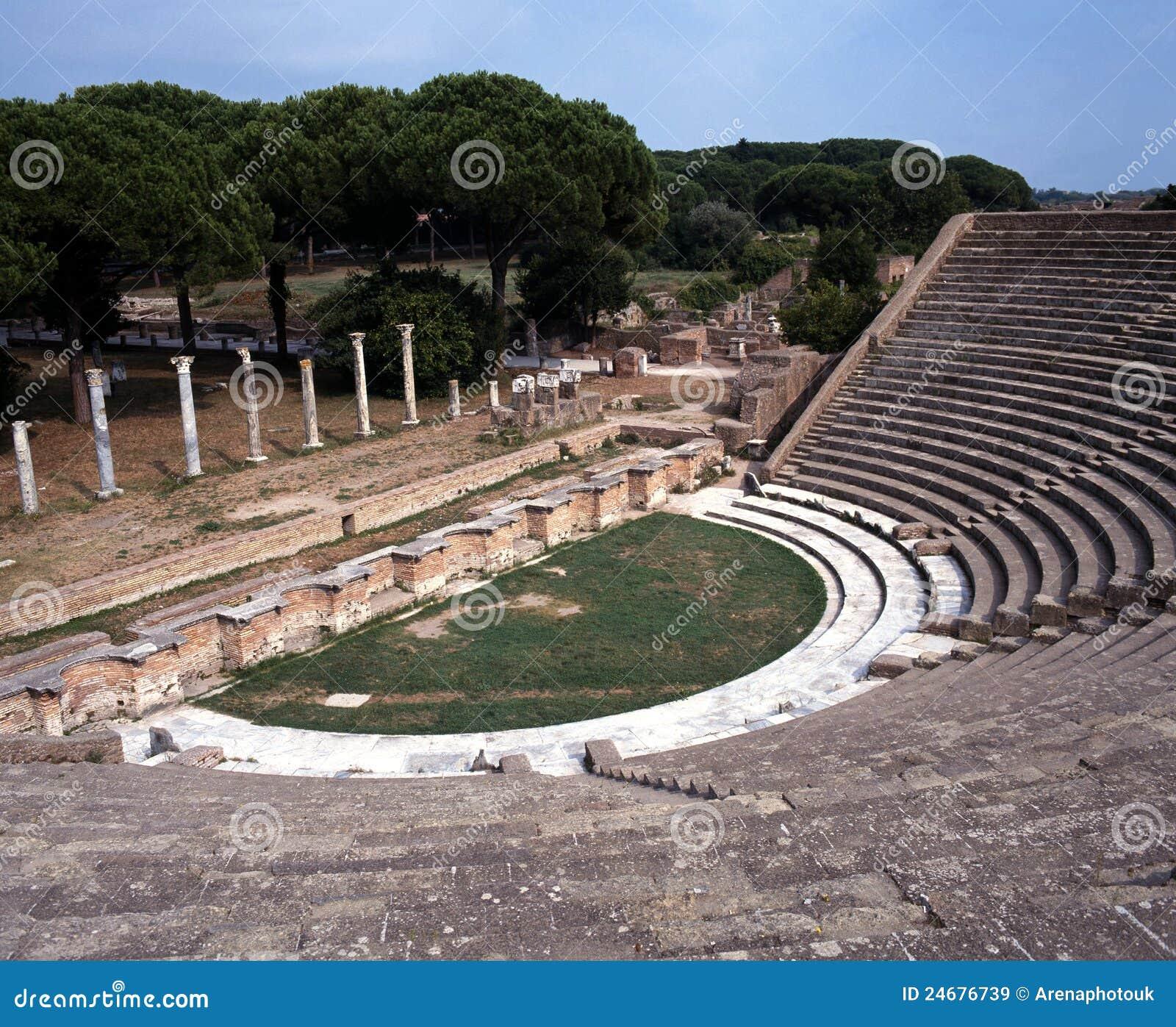 Teatro romano ostia antica roma immagini stock libere for Mr arredamenti ostia antica