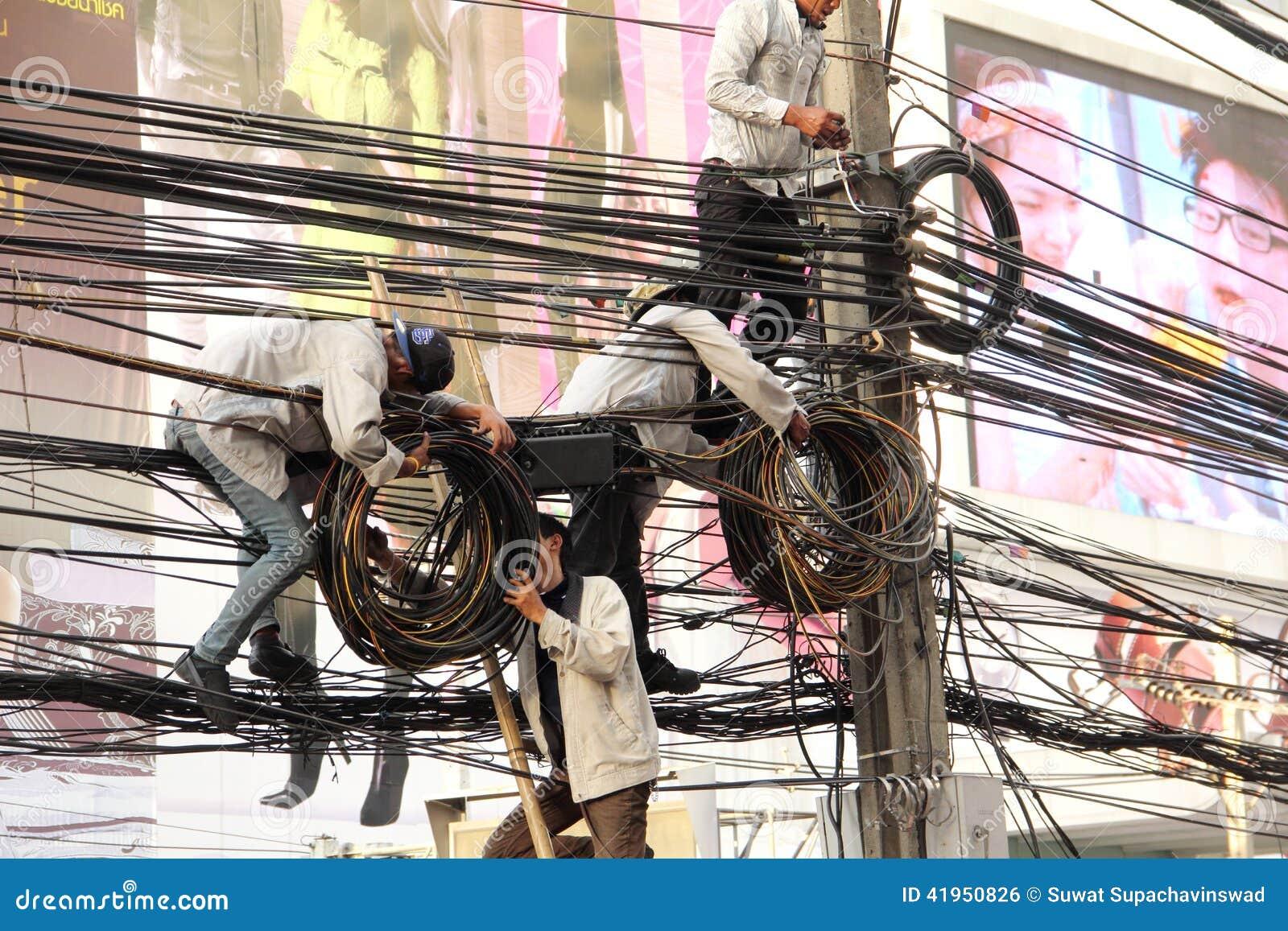 Technik instalaci linia telefoniczna