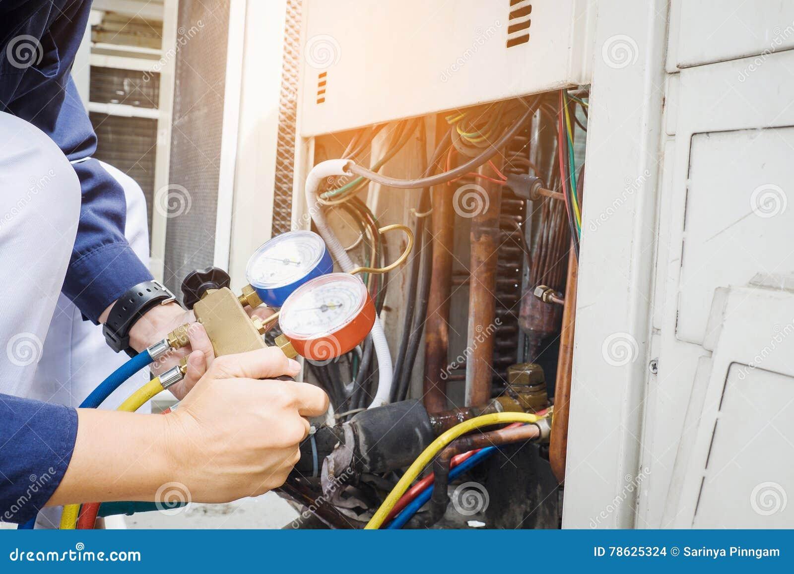 Technik Sprawdza Lotniczego Conditioner