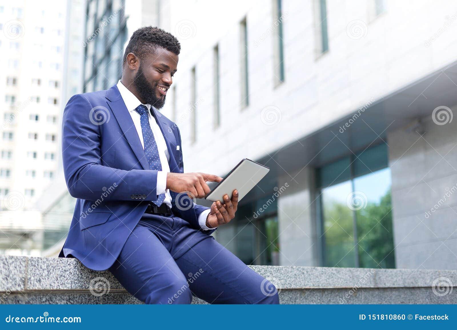 Technologie de utilisation millénaire africaine comme manière compétente de travailler