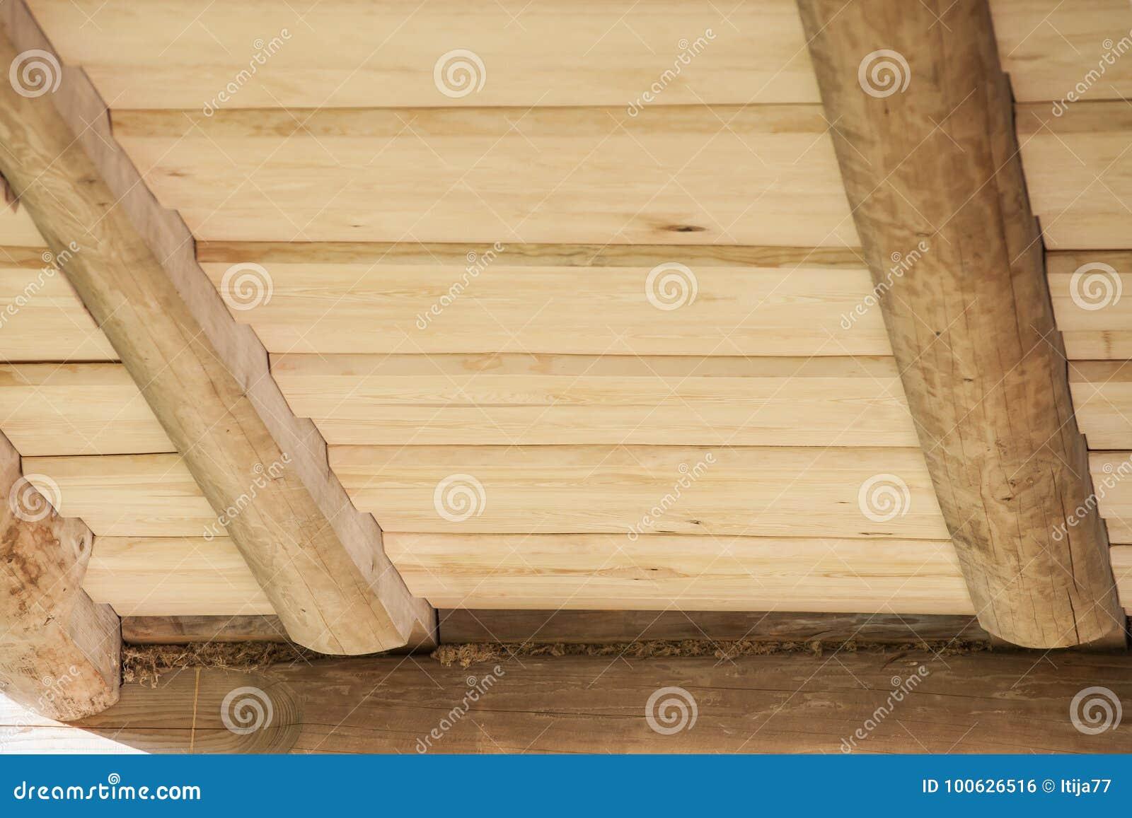 Techo de tablones de madera del pino para la caba a de madera foto de archivo imagen de artes - Cabanas de madera los pinos ...