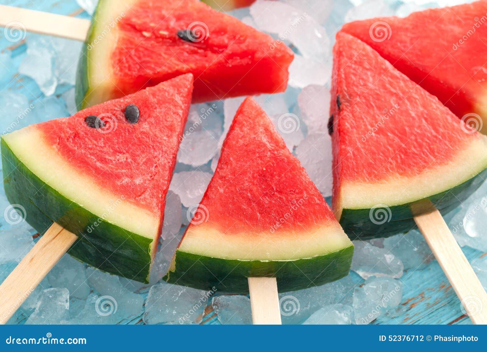 teck doux en bois de dessert de fruit frais délicieux d'été de glace