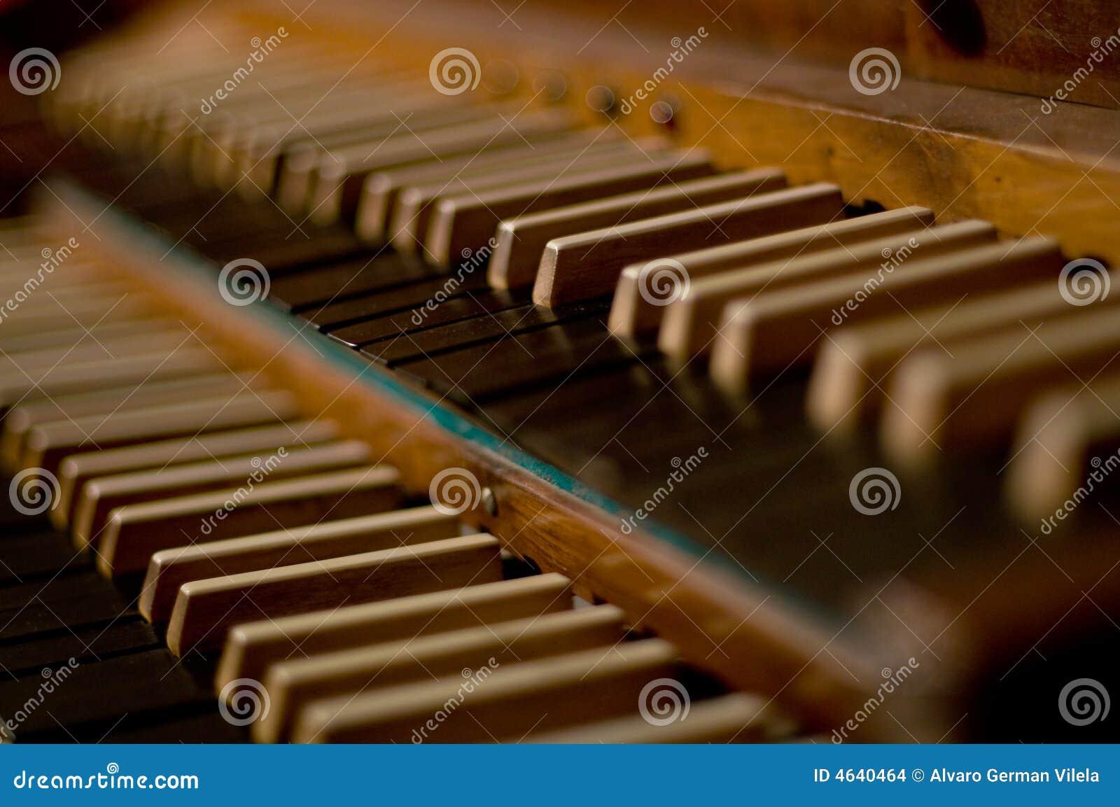 Teclado clássico do órgão