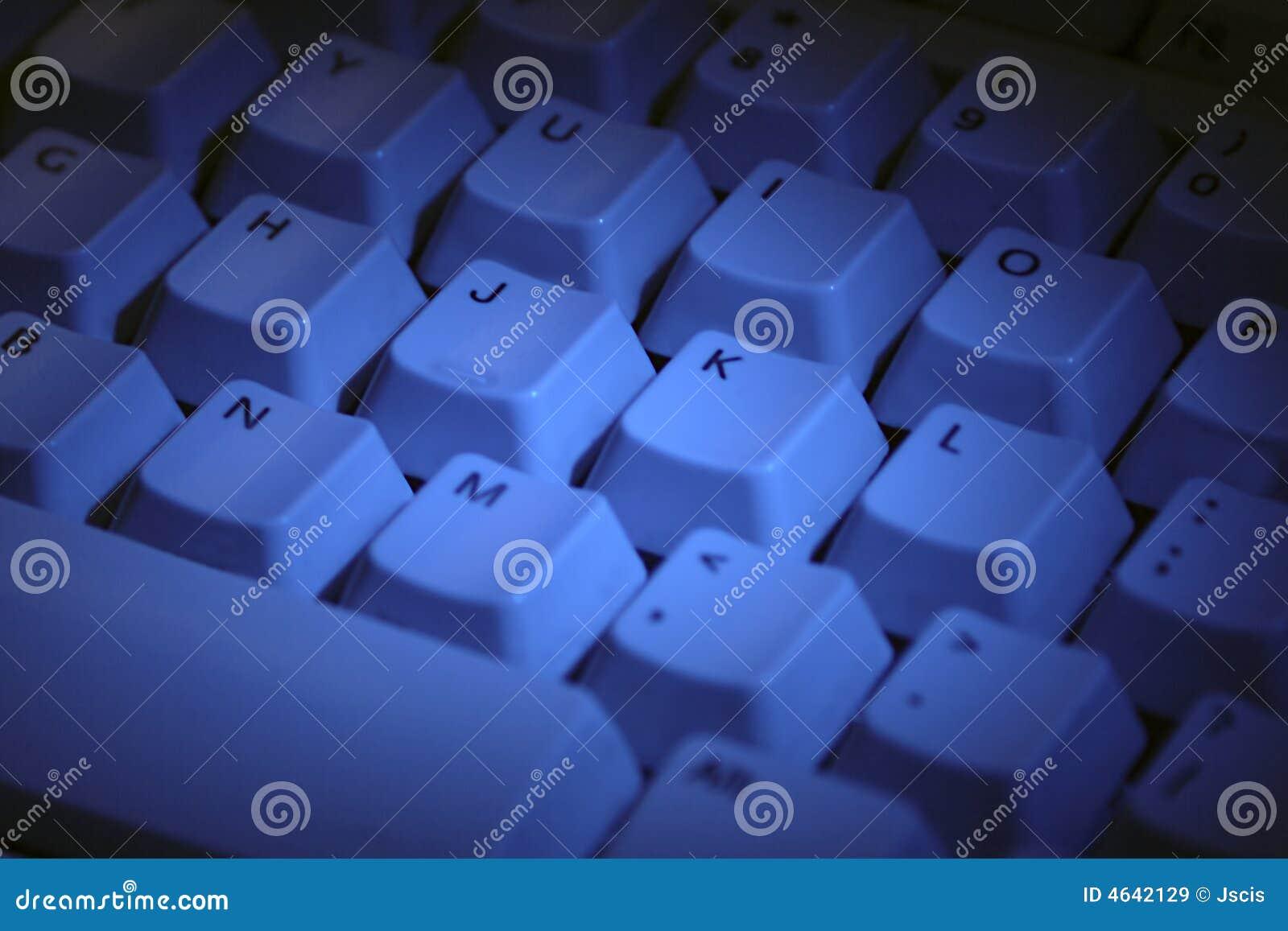 Teclado de computador no azul