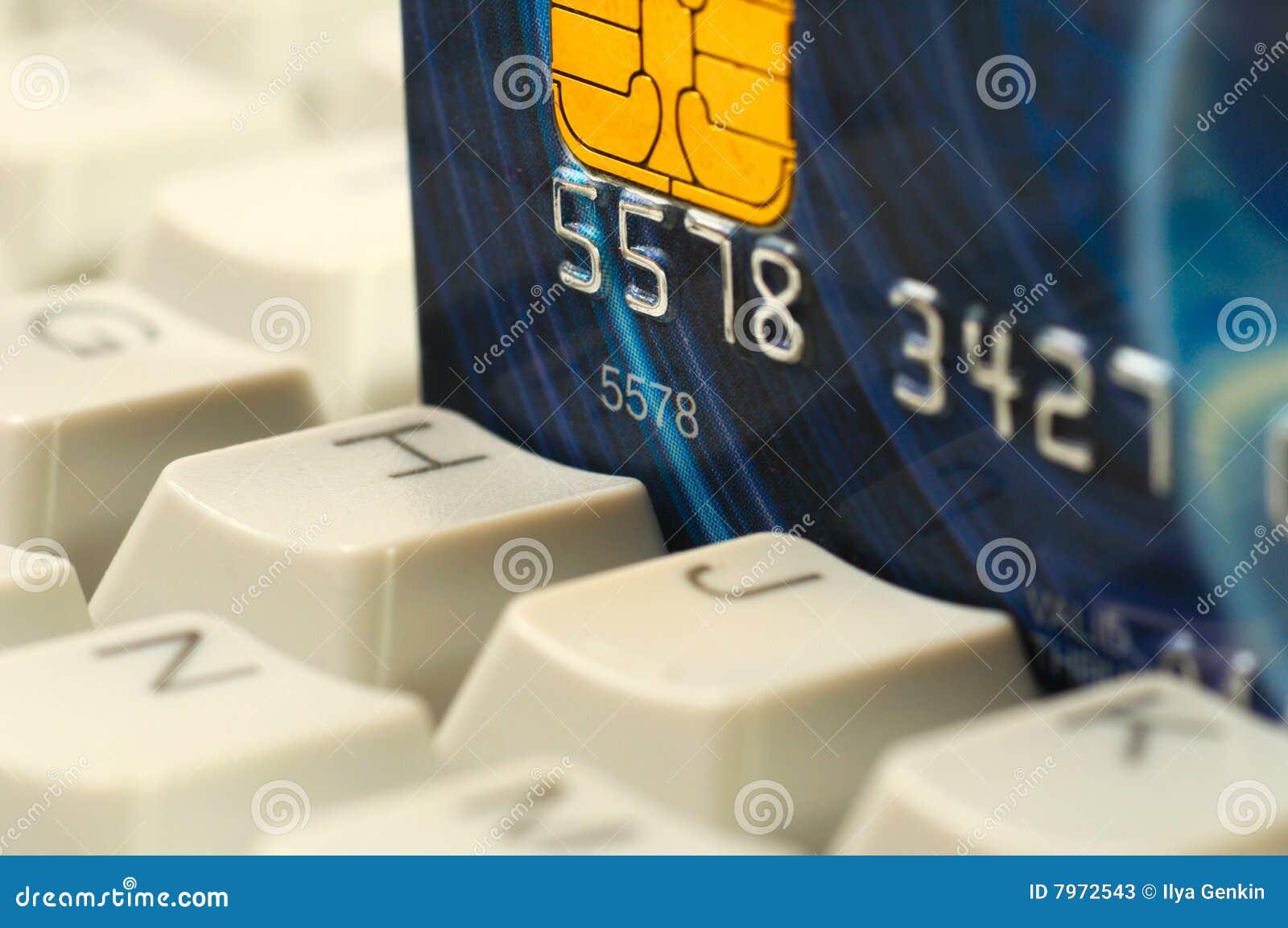 Teclado de la tarjeta de crédito y de ordenador. Compras en línea