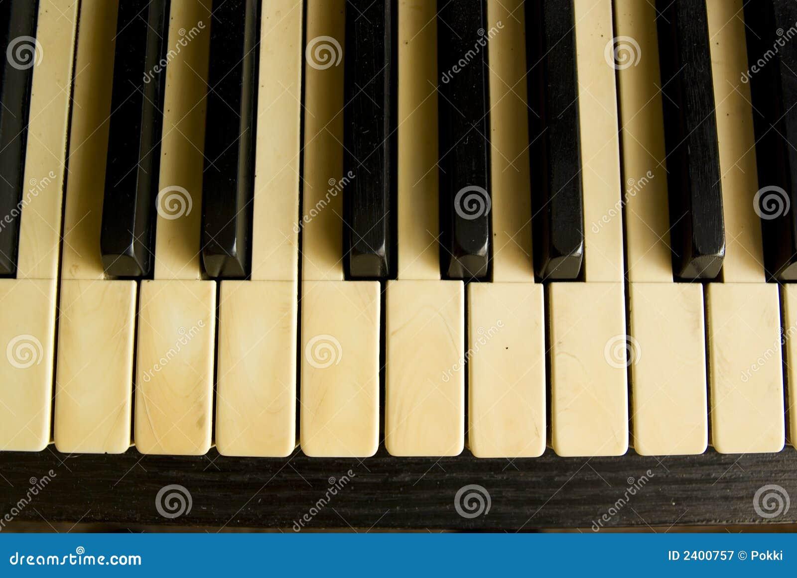Teclado de piano antigo.