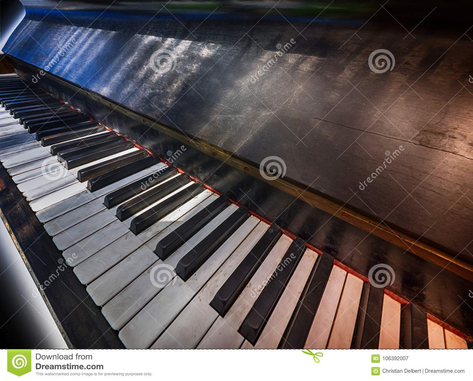 Teclado de piano antiguo