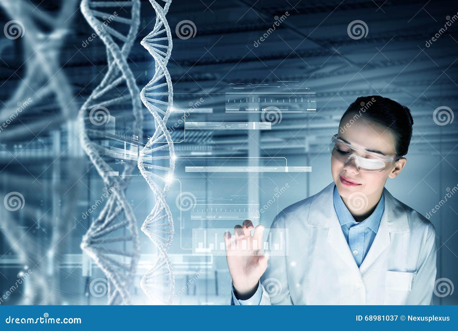 Tecnólogo de la ciencia de la mujer en laboratorio