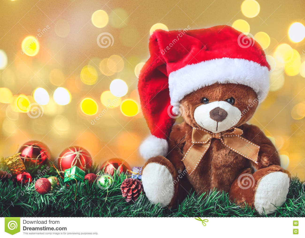 Teddy Weihnachten.Teddy Bear In Christmas With Ball And Gift Box In Blur Backgroun