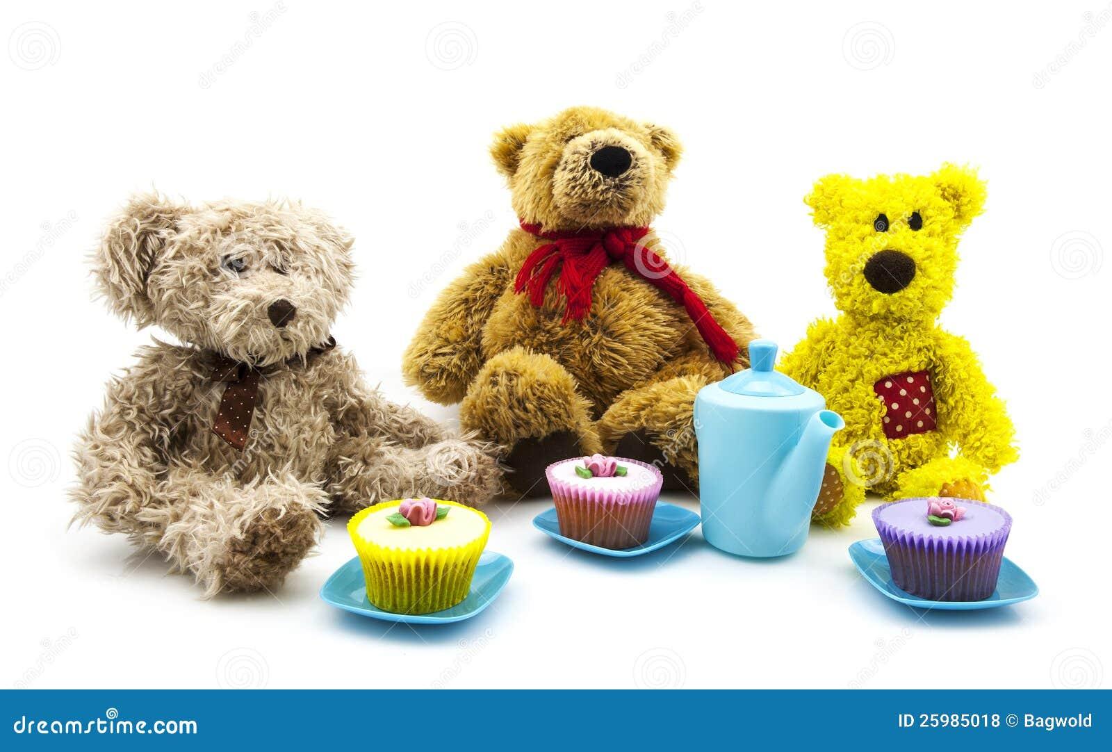 Round Cake With Teddy Bear Picnic Fondant