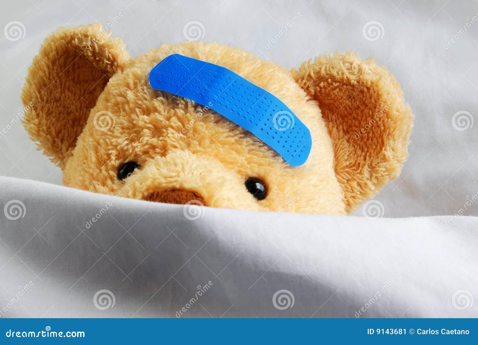 Teddybär im Bett