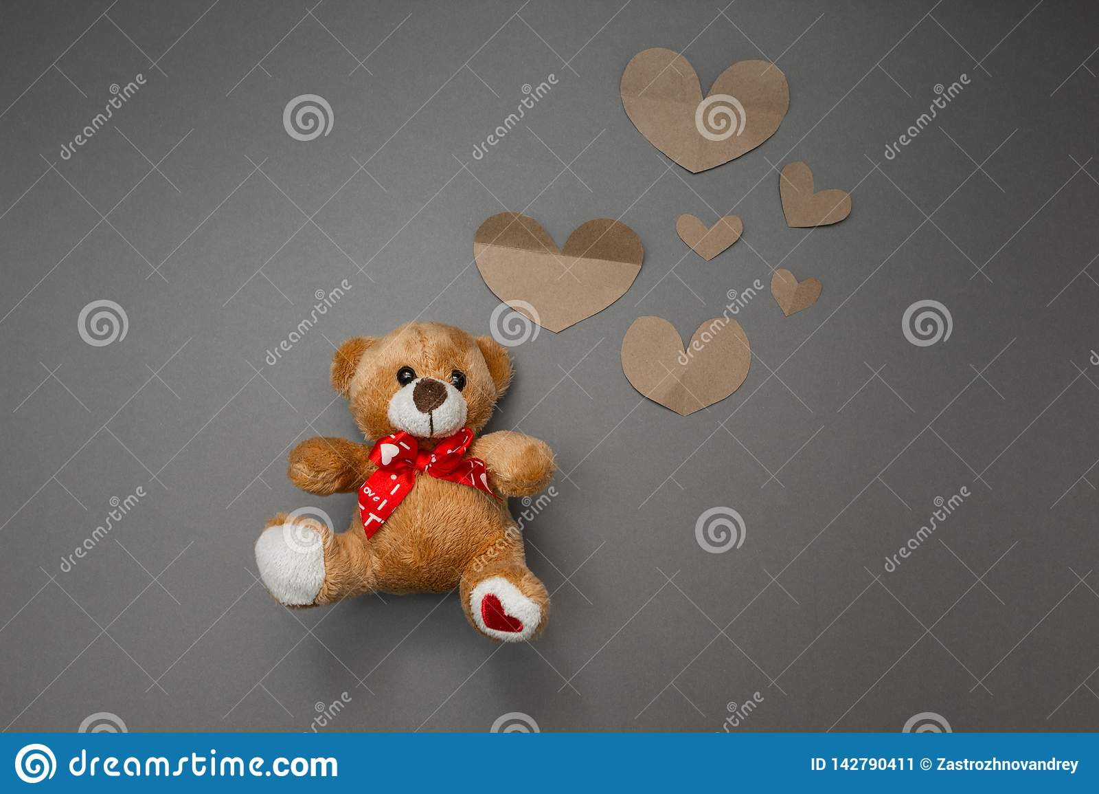 Teddybeer en document harten