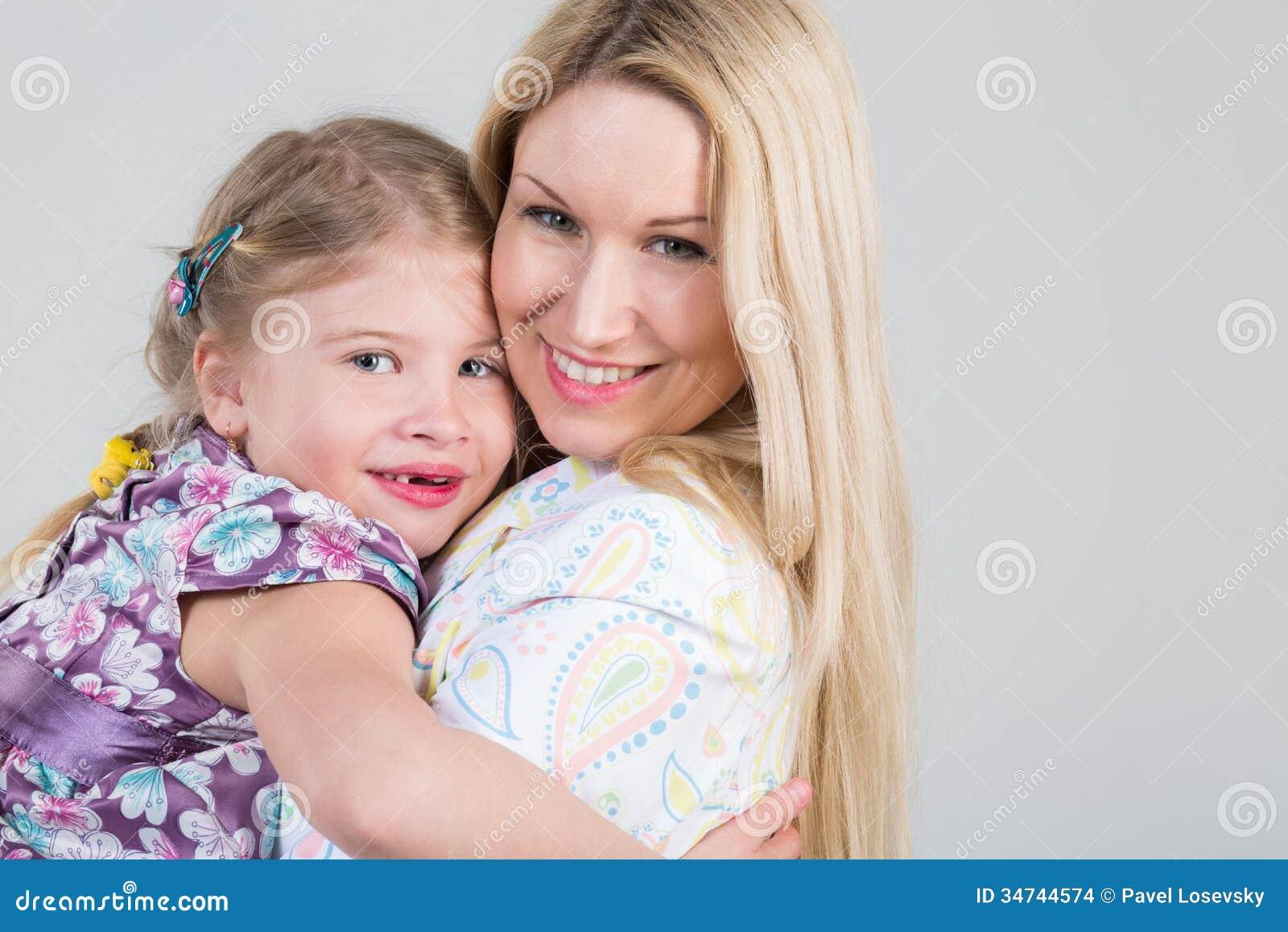Teder portret van moeder en dochter