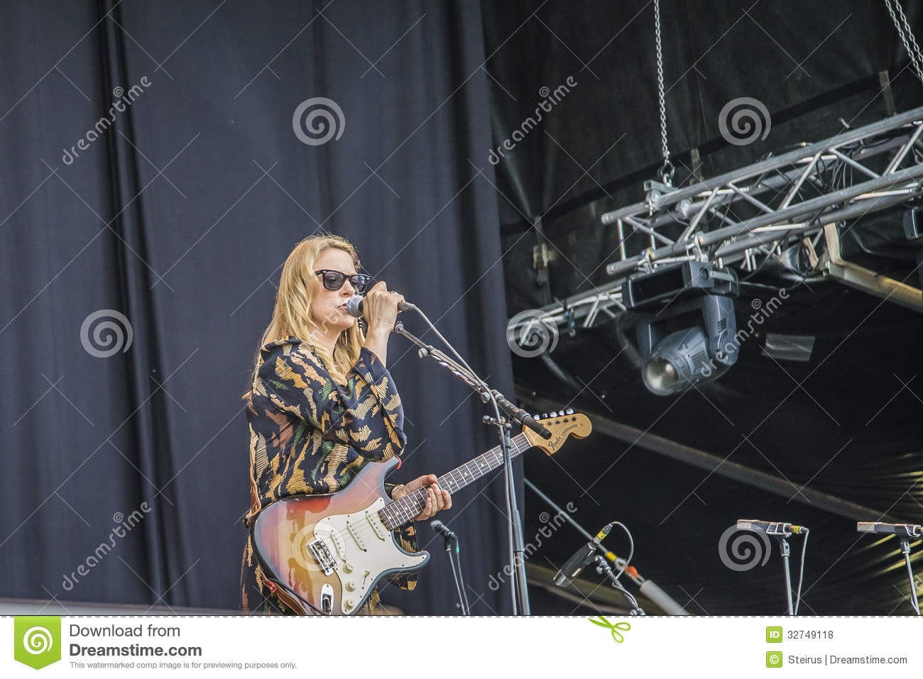 tedeschi trucks band usa notodden blues festival editorial stock photo image 32749118. Black Bedroom Furniture Sets. Home Design Ideas