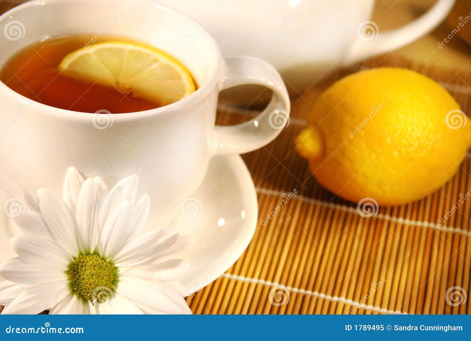Tee- und Zitronescheibe