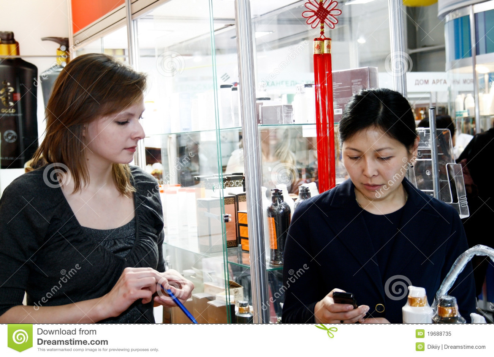 Asian Woman Sells 112