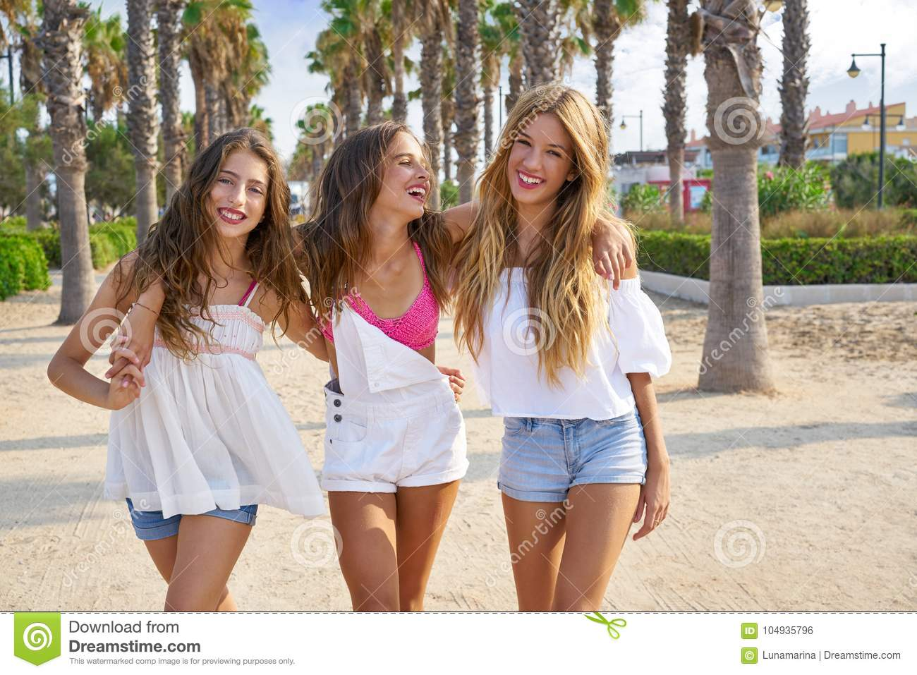 brunette teen group