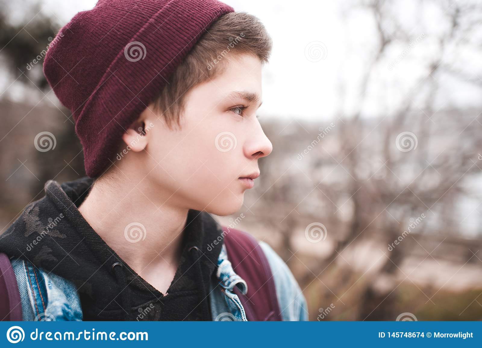 7b233998dd05 Teen Stock Images - Download 692,245 Royalty Free Photos