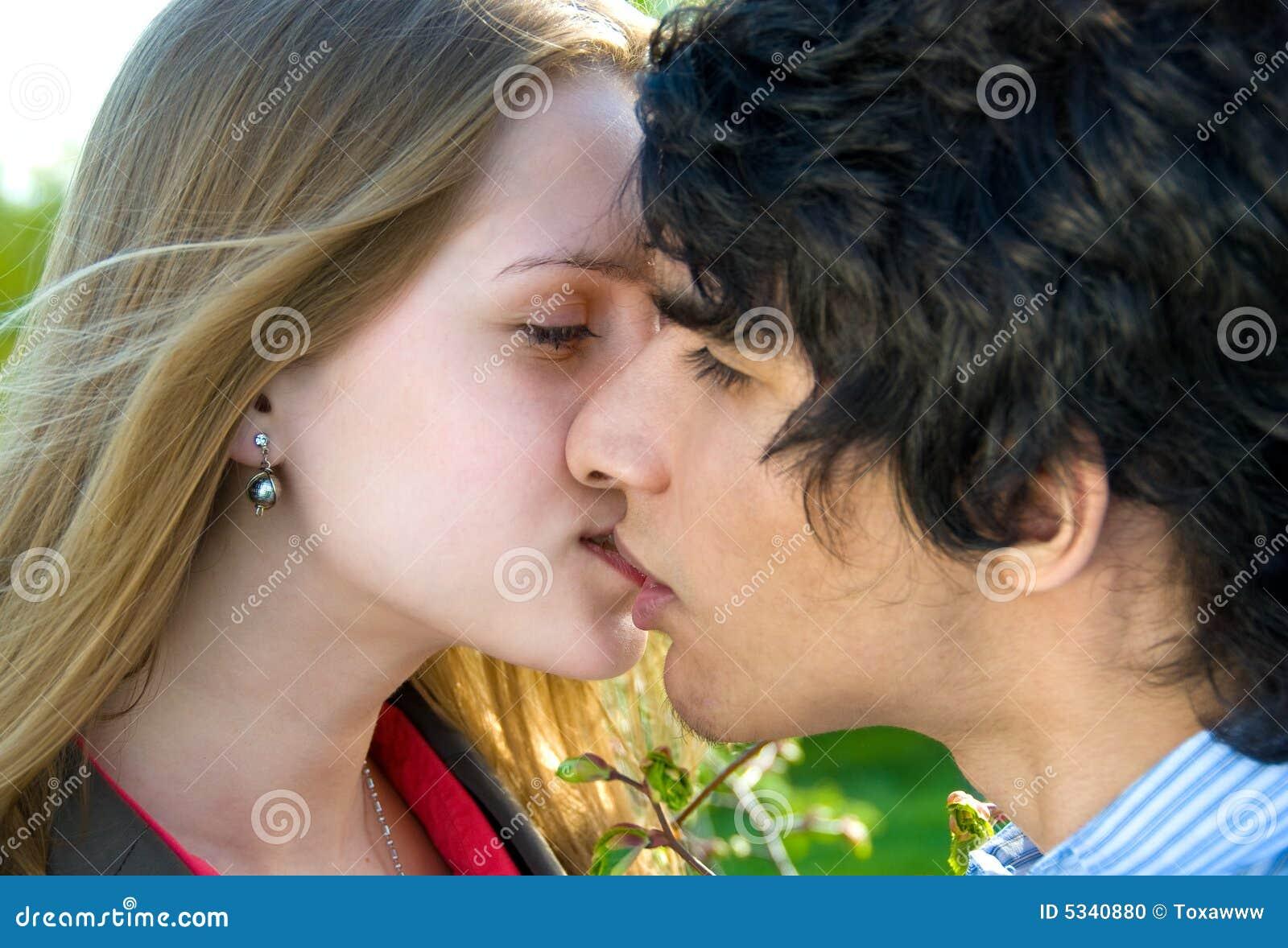 teen dating photo