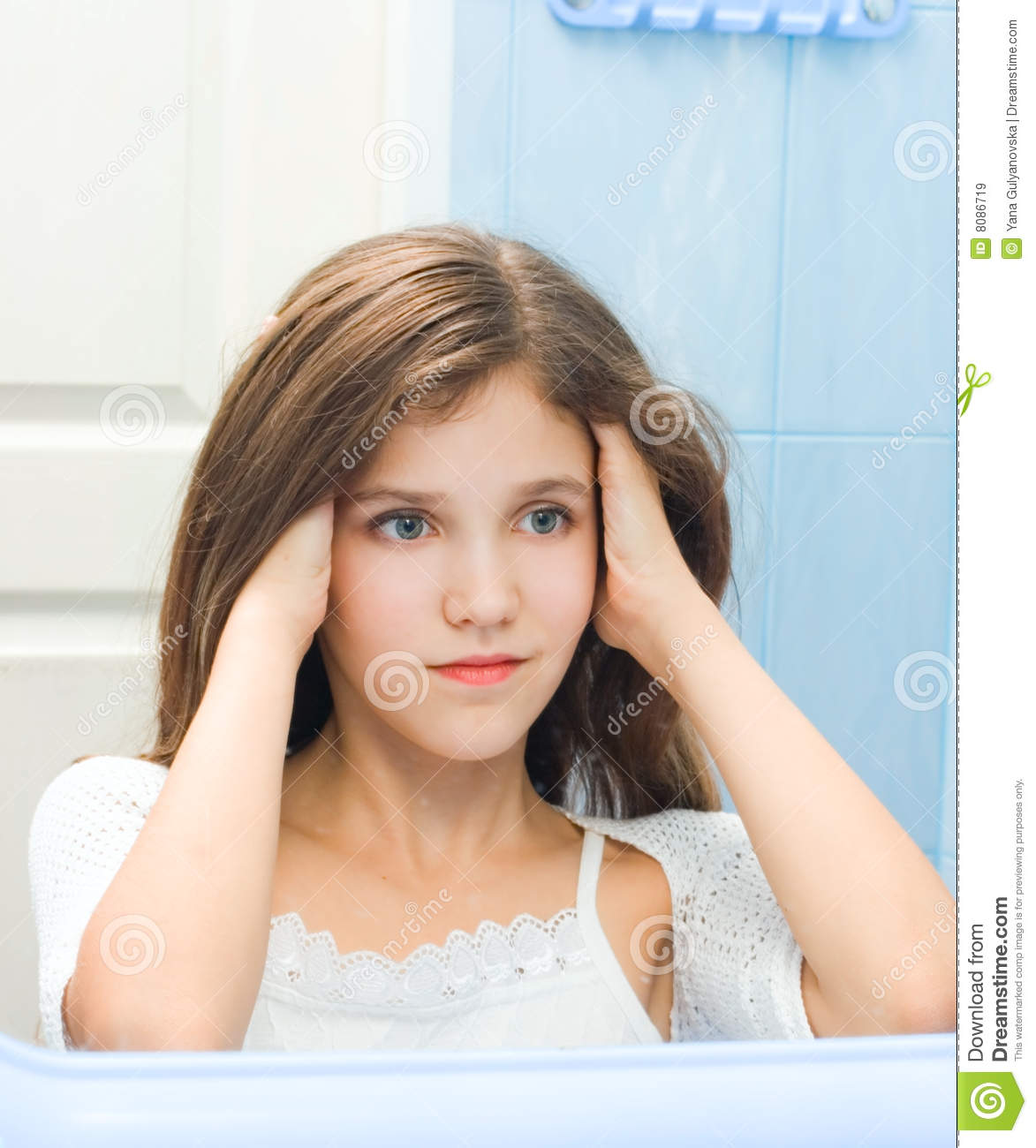 Bathroom Pic Girl: Teen Girl In Bathroom Royalty Free Stock Images