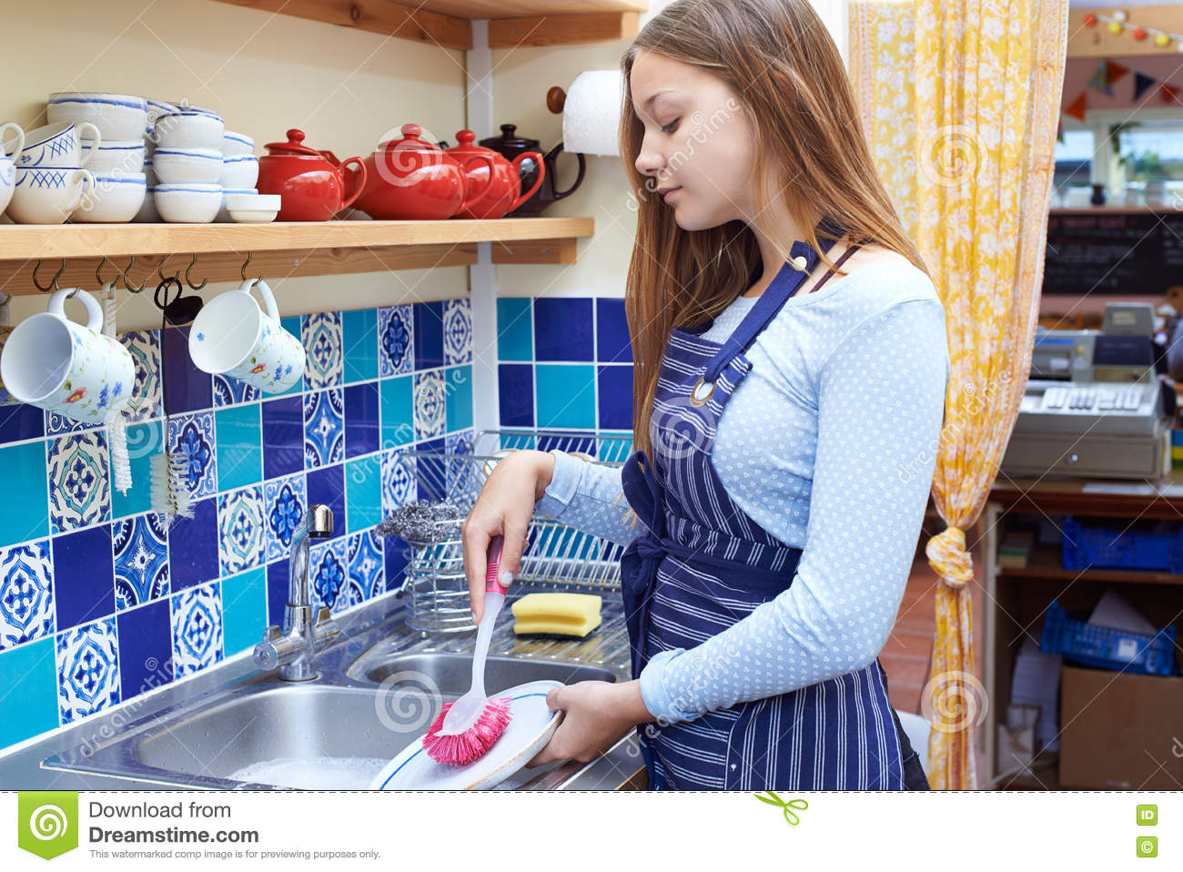 teen girl washing dishes kitchen stock photos images pictures teenage girl part time job washing up in coffee shop stock image