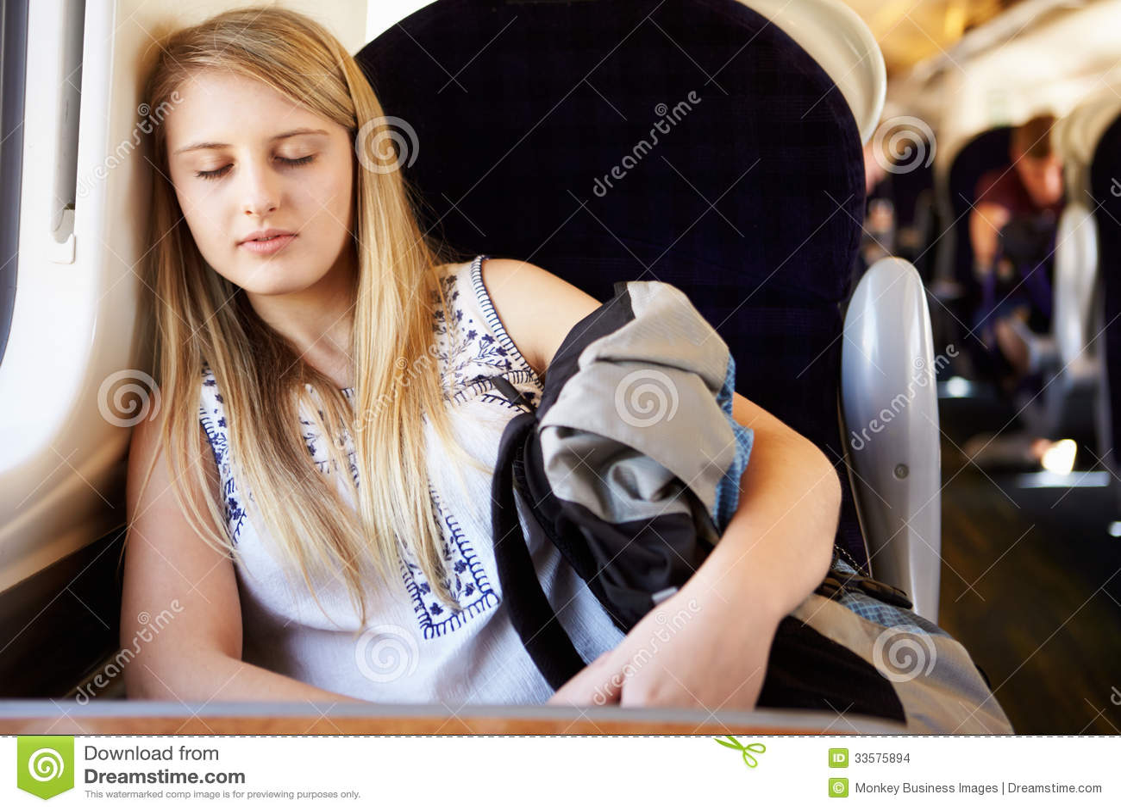 Girls sleeping train hinata