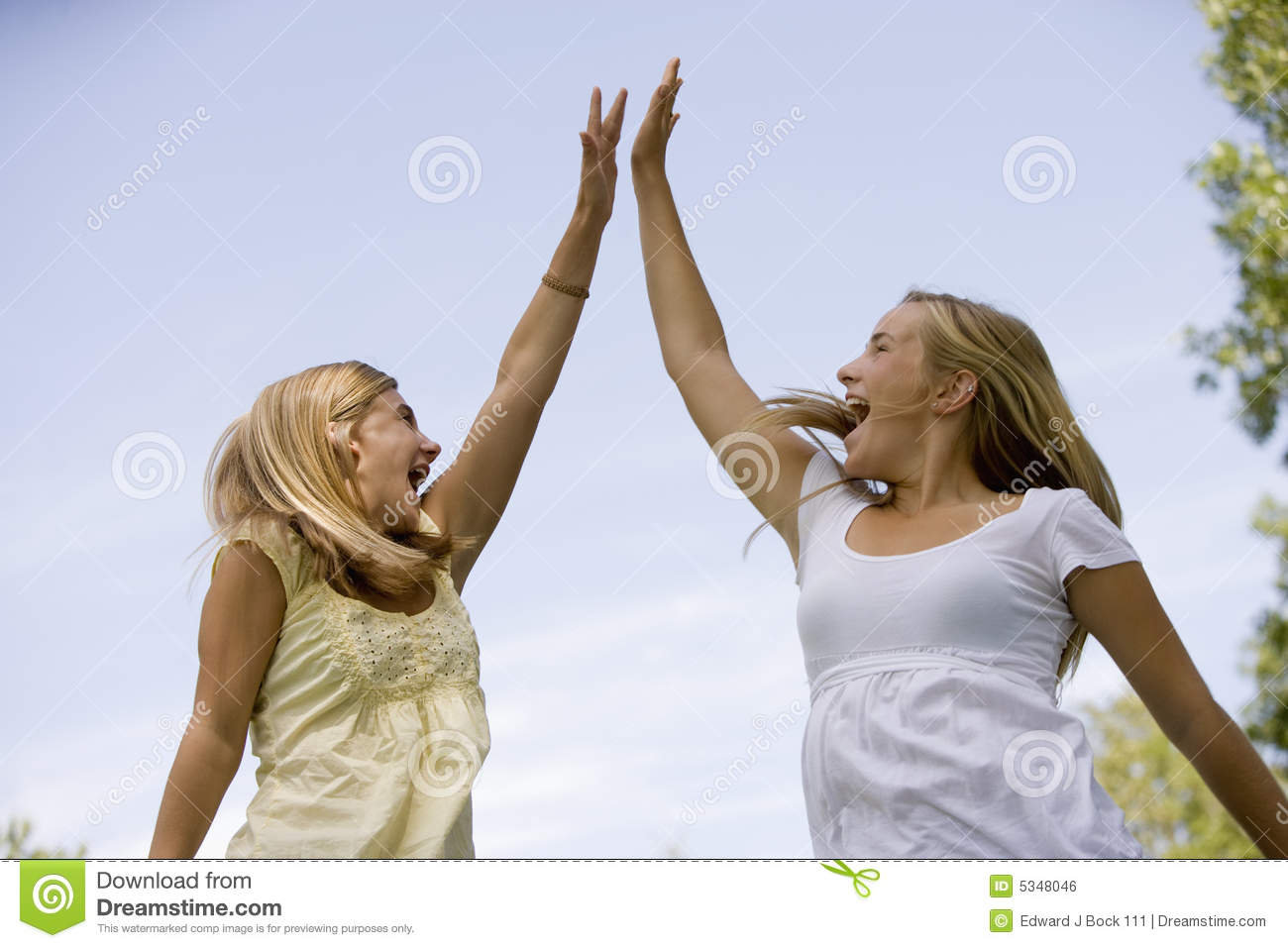 teenage-girls-high-five-5348046.jpg