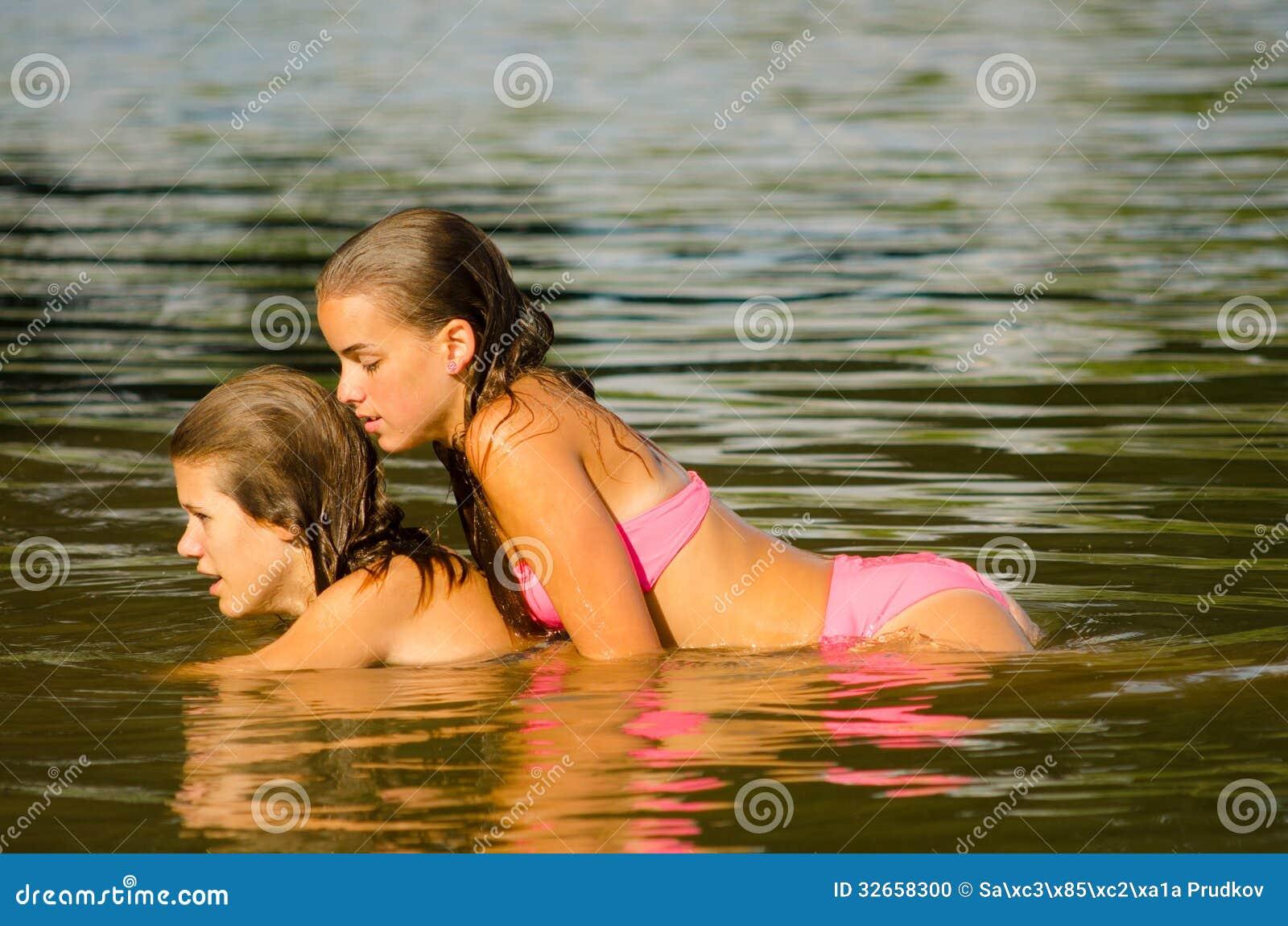Секс в реке русский, Порно На природе -видео. Смотреть порно онлайн! 26 фотография