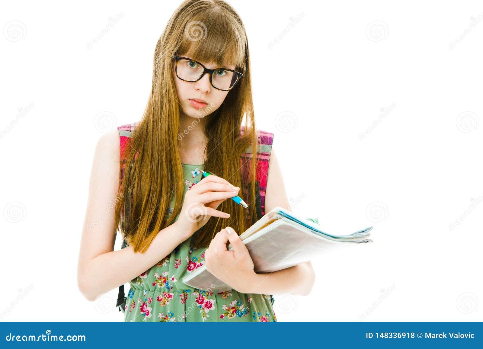 Teenagedstudente in groene kleding met boekjes - nota s