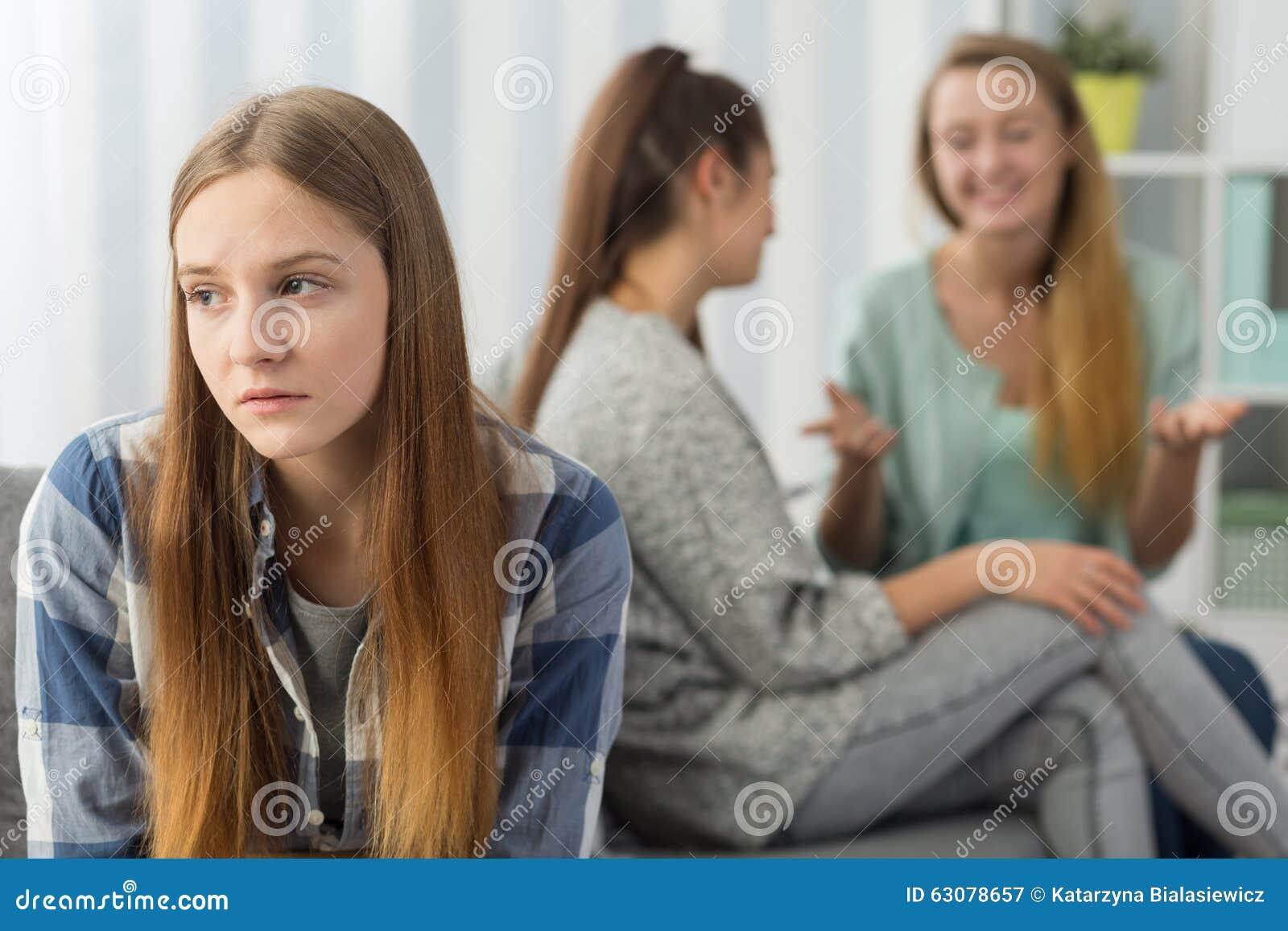 Entnackerte Teenager-Mädchen