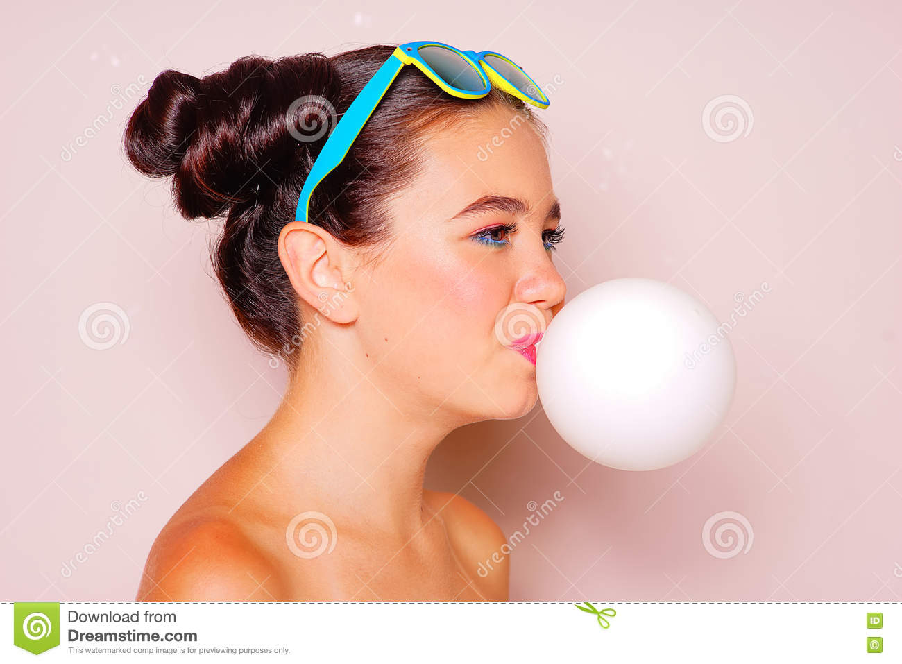 Recommend bubble gum blowing teen girls question think