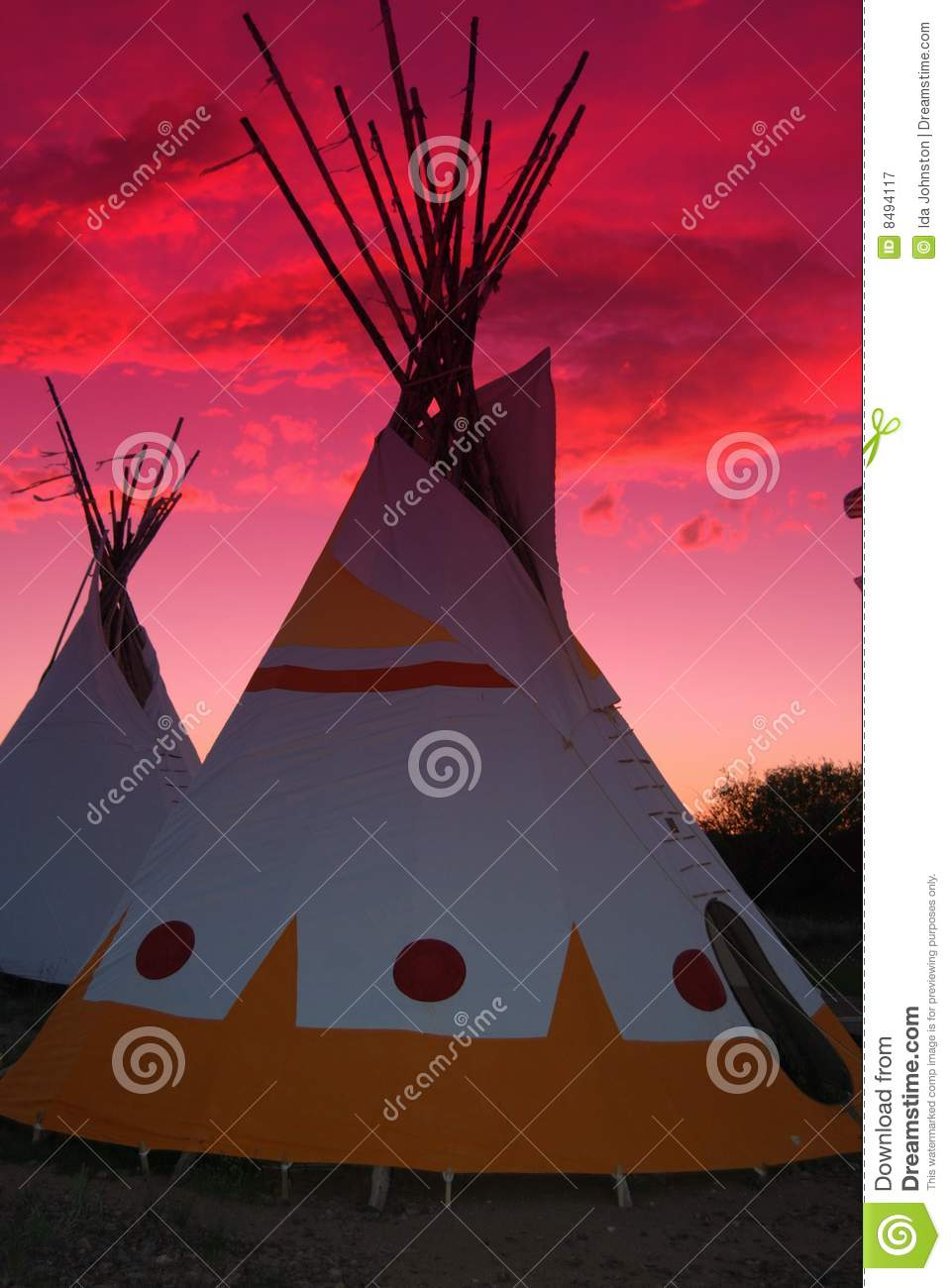 Teepees mit Sonnenuntergang