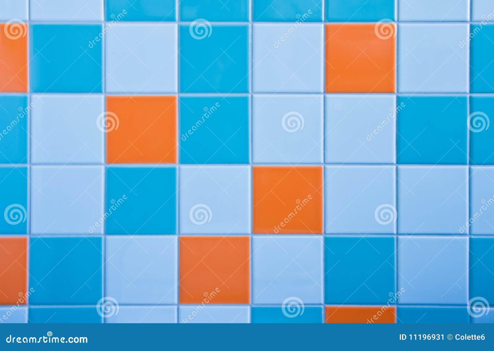 ... Afbeelding: Tegels op muur in lichtblauwe, azuurblauwe blauw en oranje