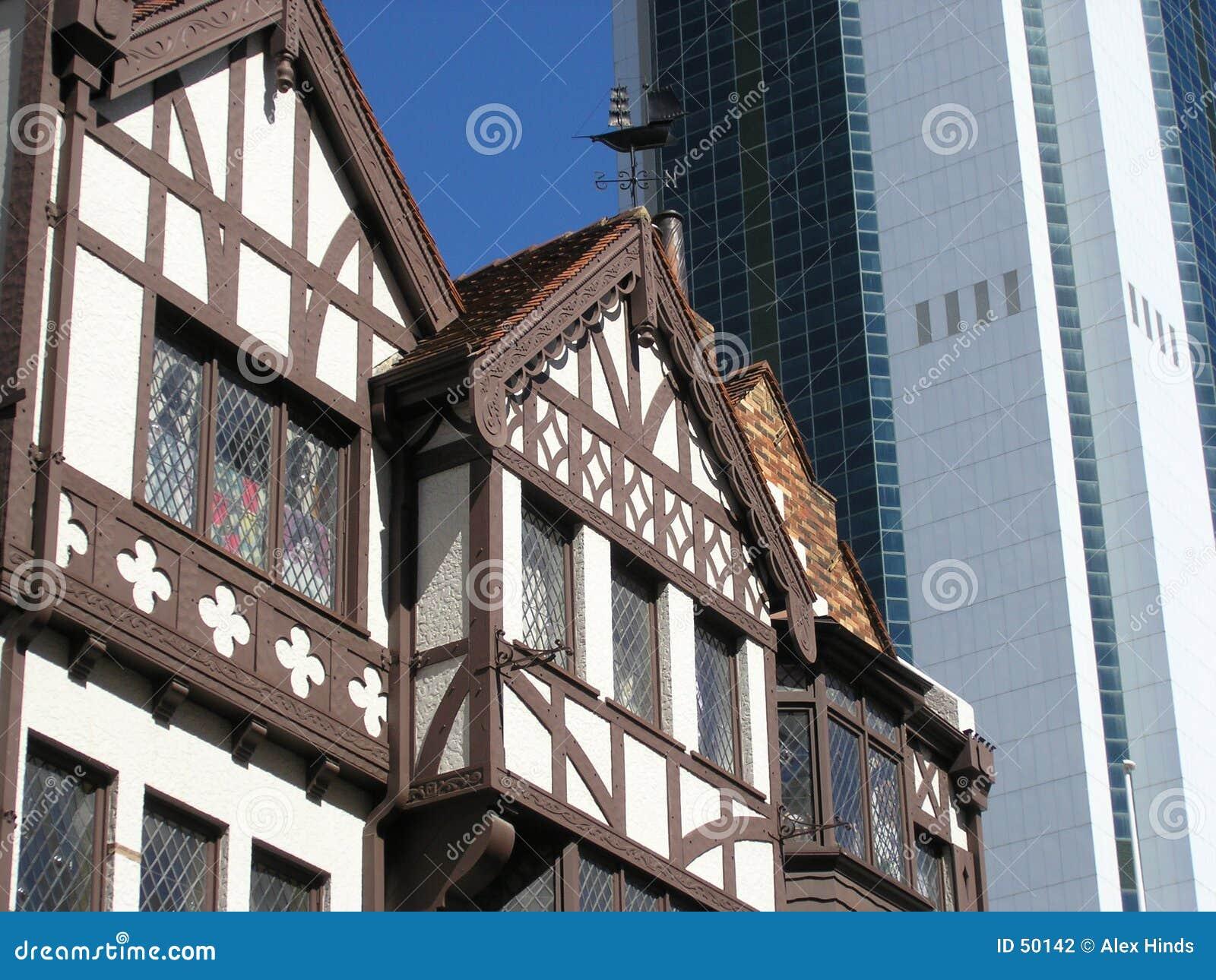 Tegenover elkaar stellende architectuur