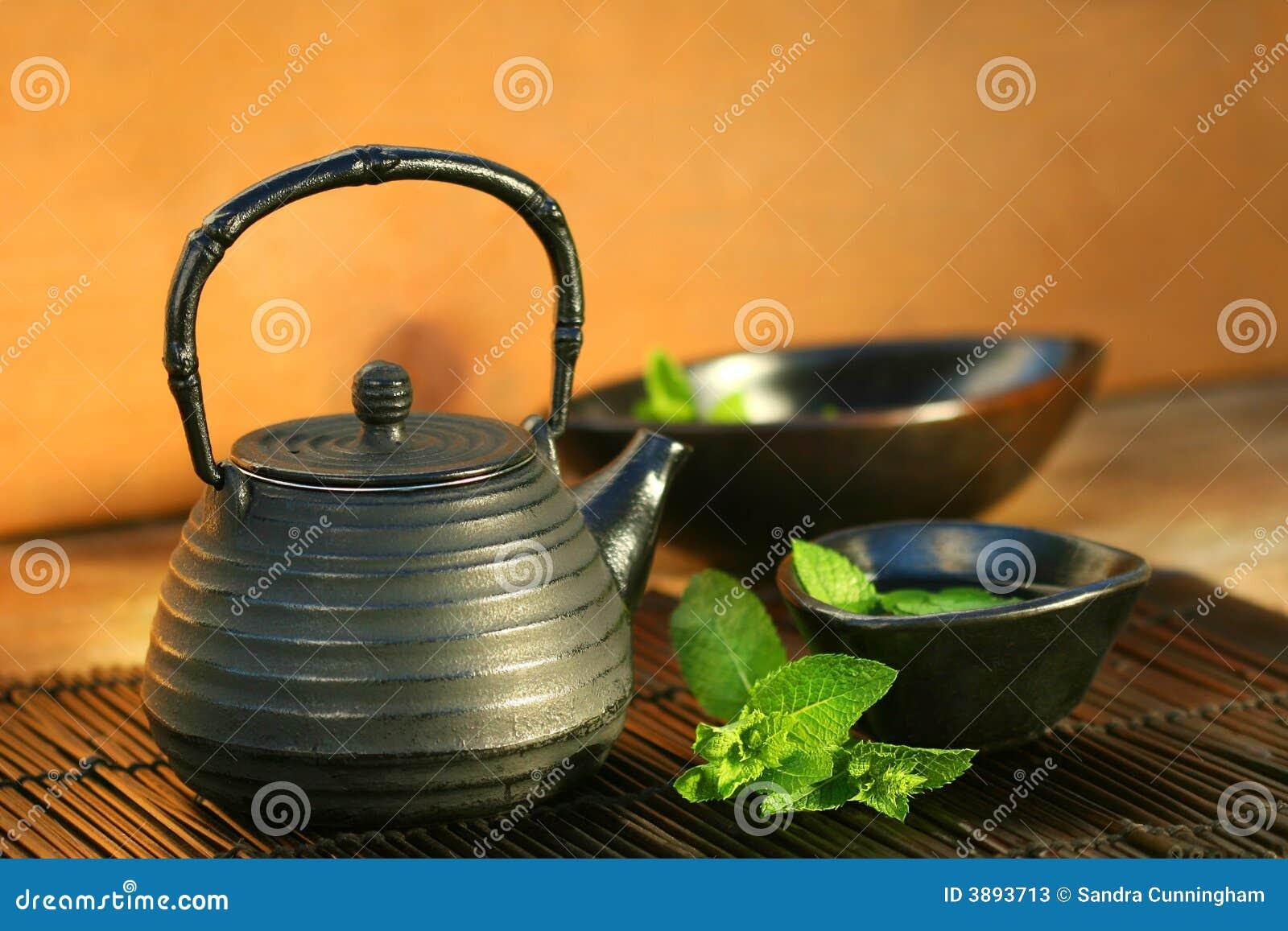 Teiera e tazza giapponesi