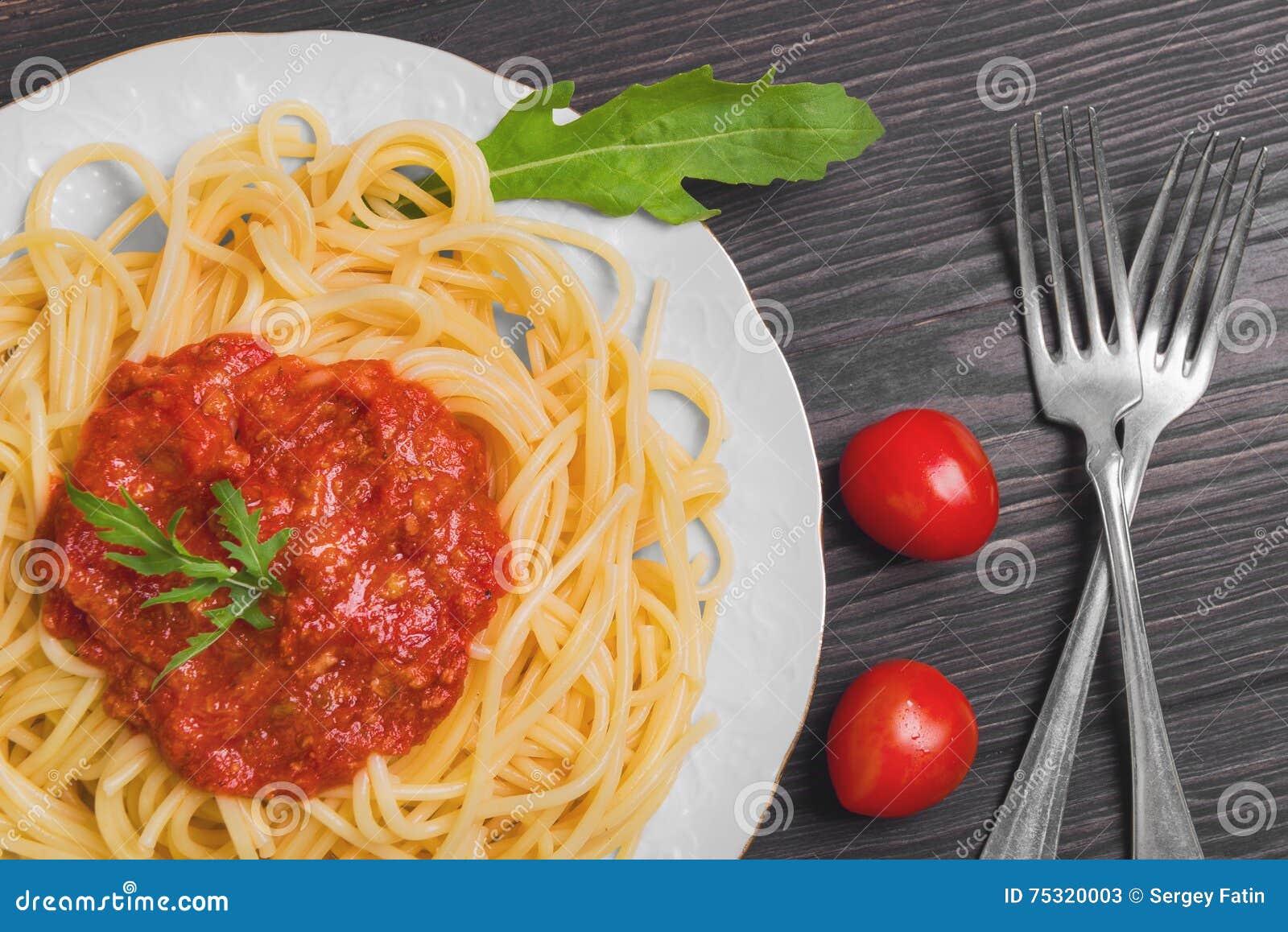 Teigwarenspaghettis mit Soße Bewohner von Bolognese