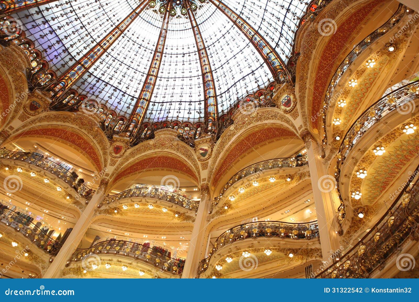 Teil der Böden aGaleries Lafeyette in Paris