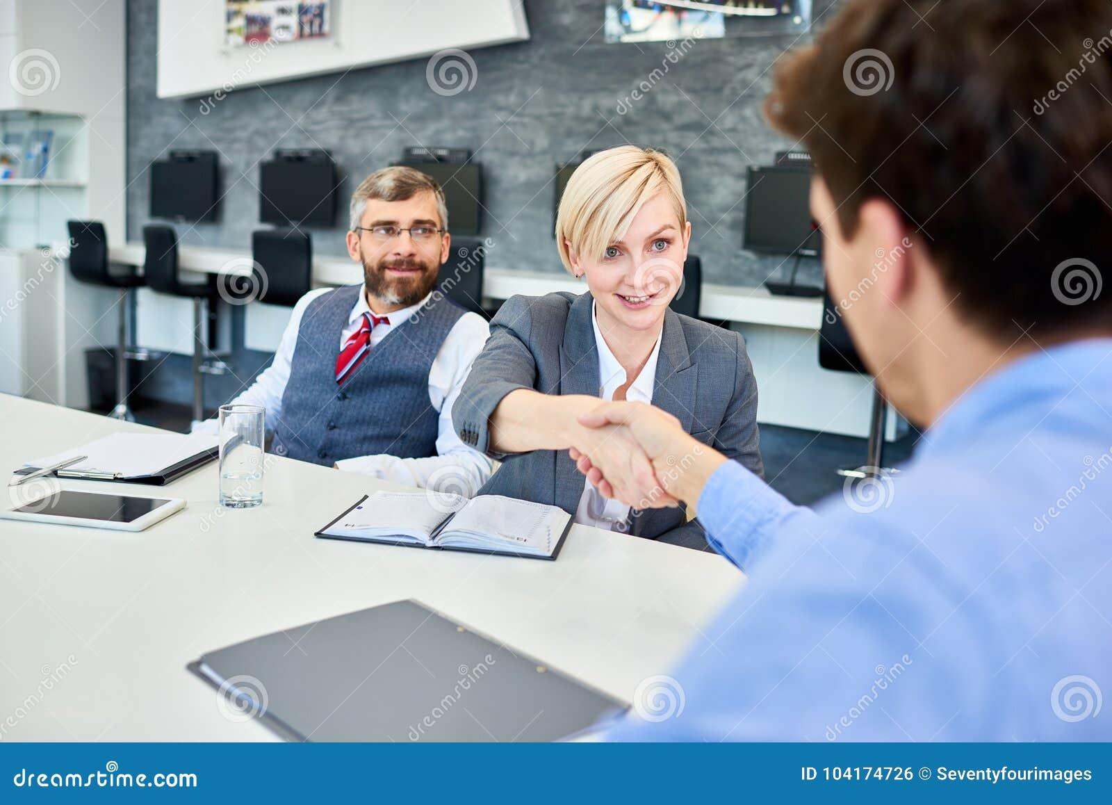 Teilhaber, die in der Chefetage sich treffen
