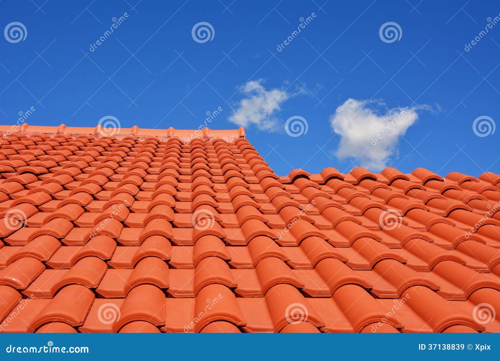 Teja roja de la textura del tejado